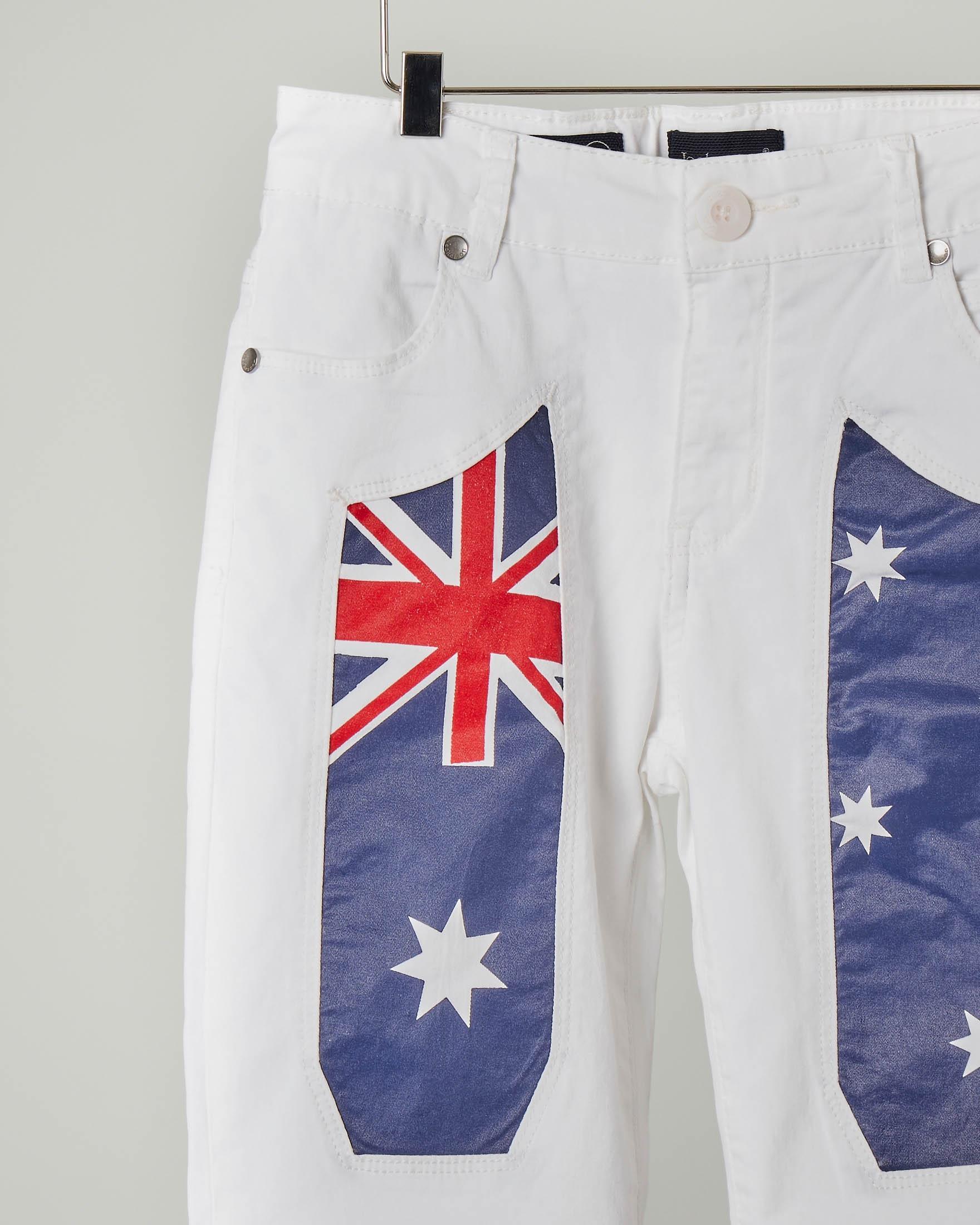 Bermuda bianco con toppa a bandiera