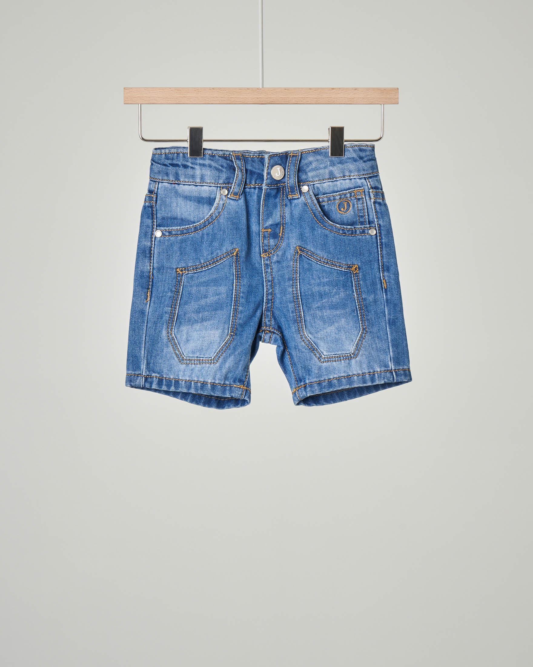 Bermuda jeans con toppa