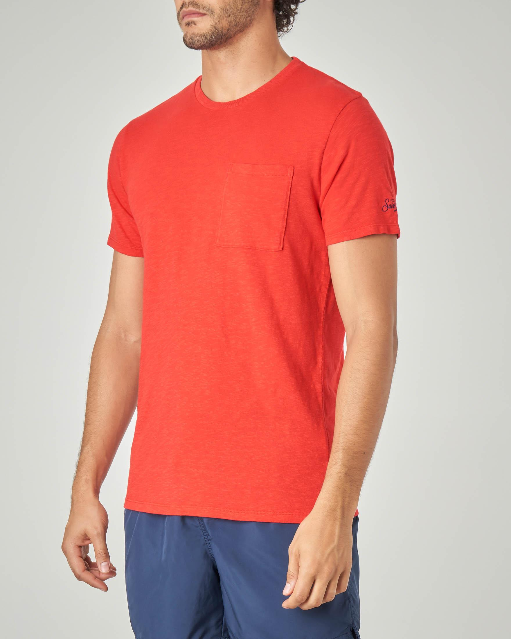 T-shirt rossa con taschino