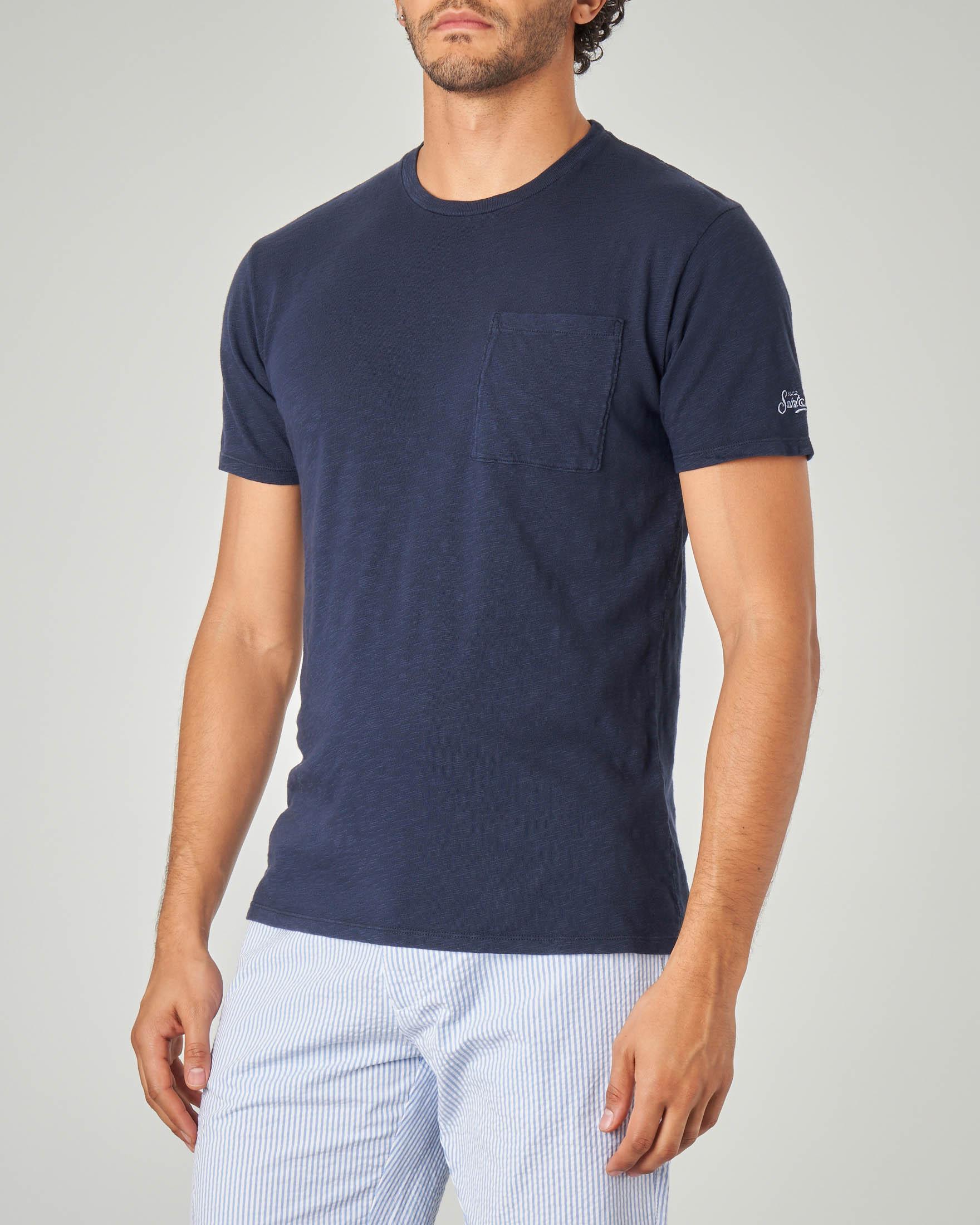 T-shirt blu con taschino