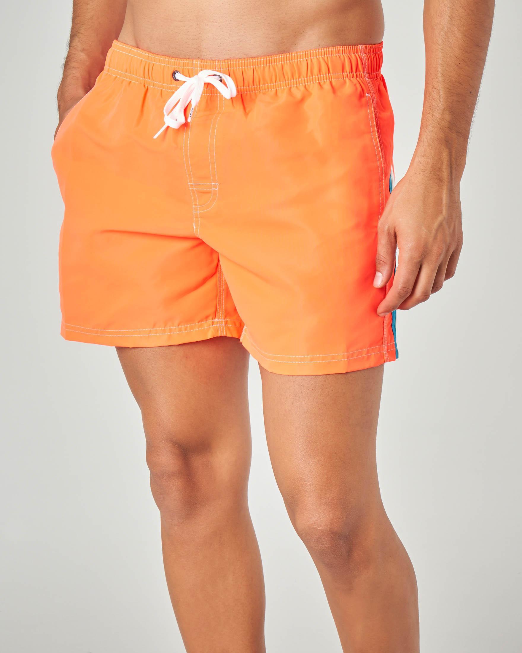Boxer mare arancione con arcobaleno azzurro grigio bianco e taschino