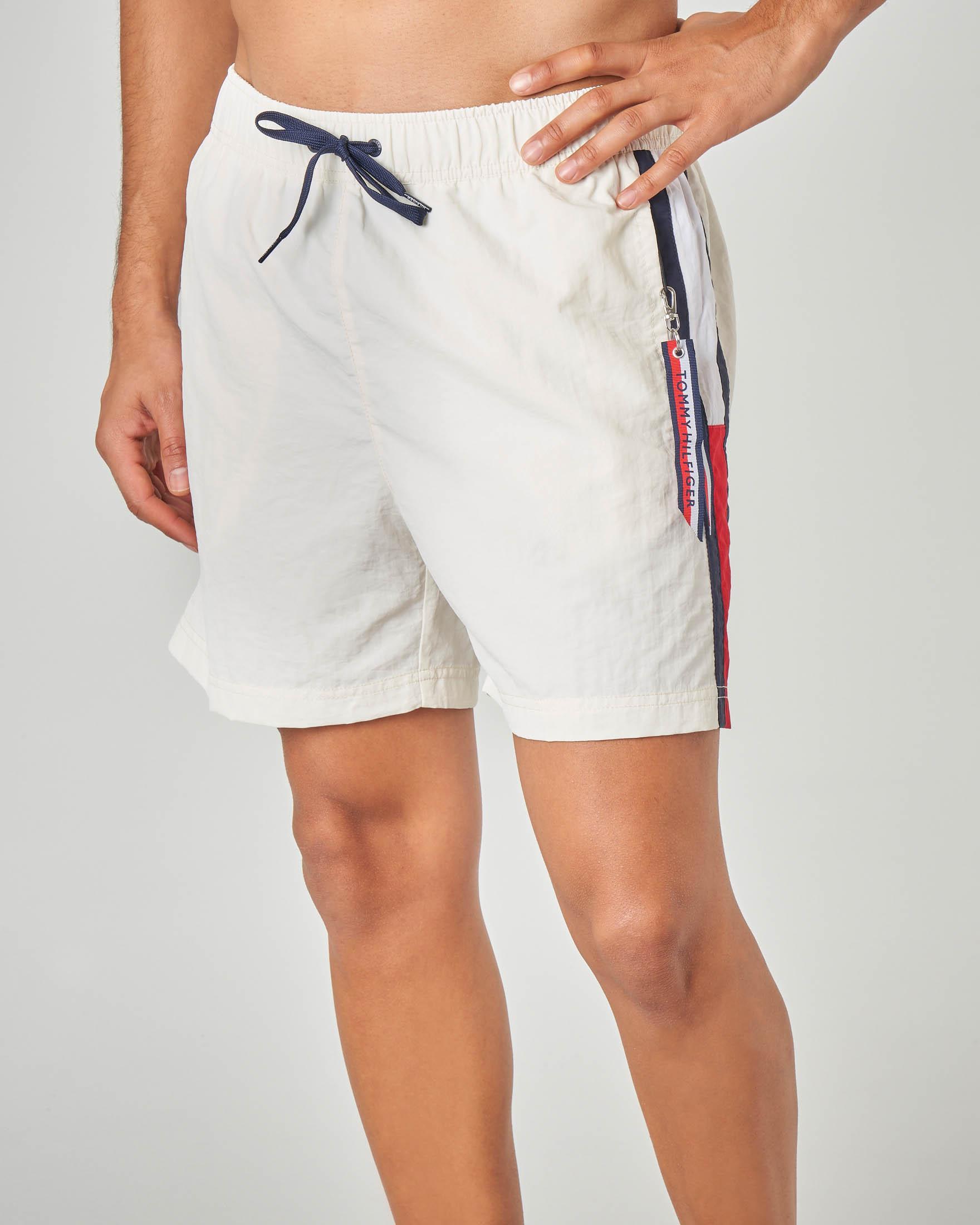 Costume boxer bianco con taschino e bandiera logo sul fianco