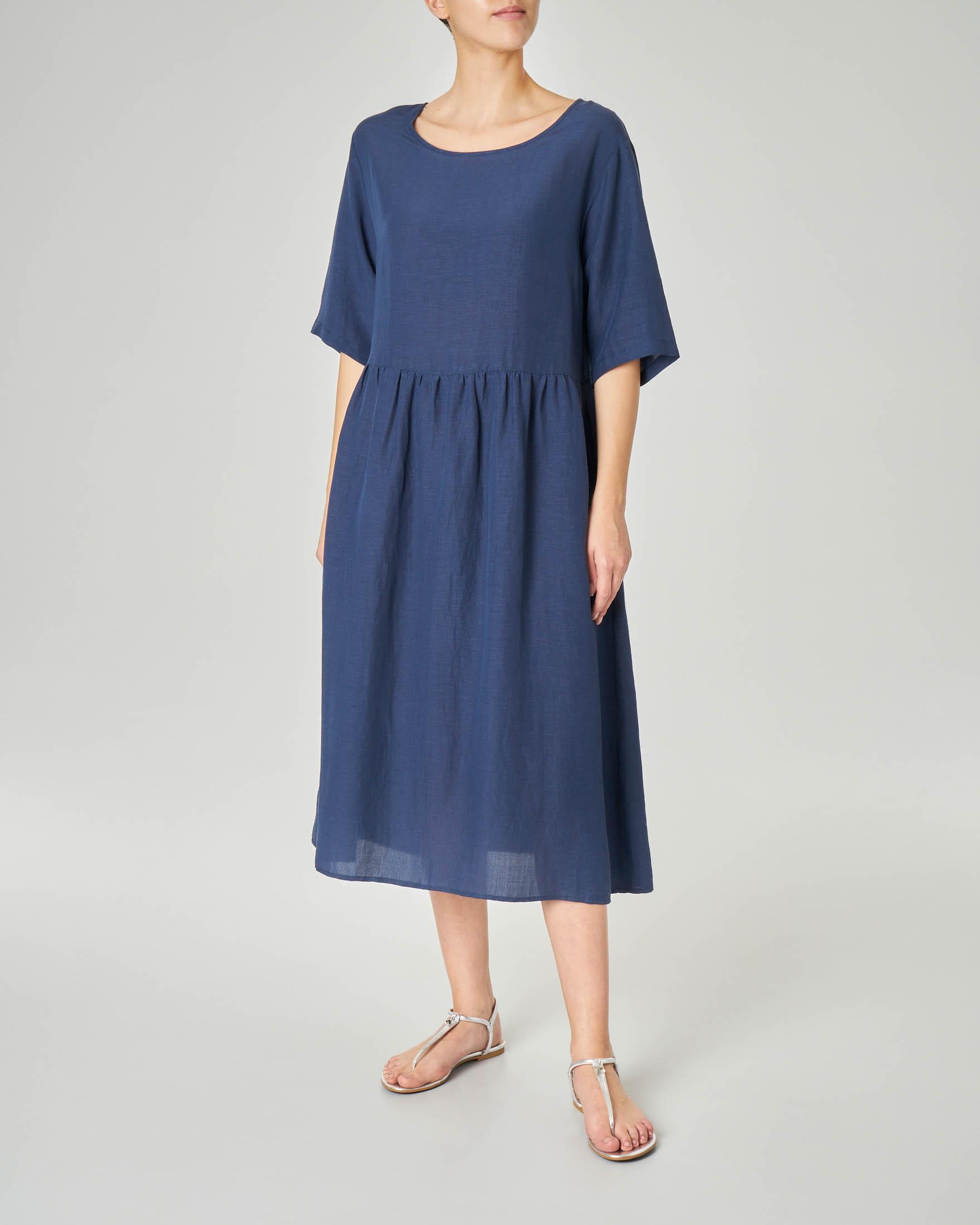 Abito midi blu in viscosa misto lino oversized con maniche tre quarti e arricciatura in vita