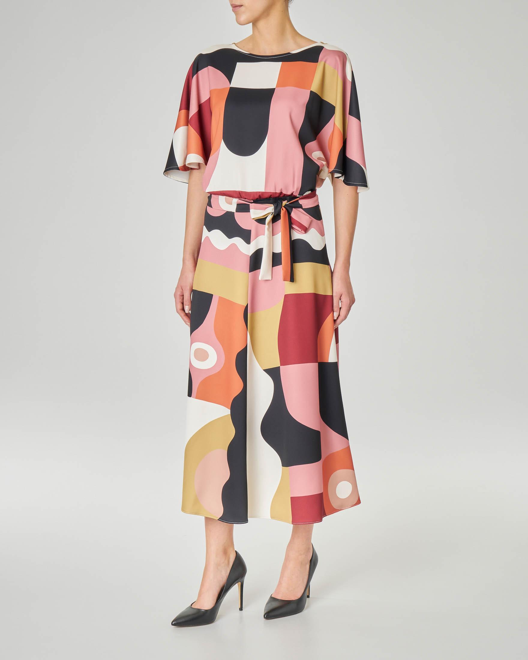 Abito midi LW x ART. 365 in crêpe a fantasia grafica multicolor con maniche a kimono e cintura in vita coordinata