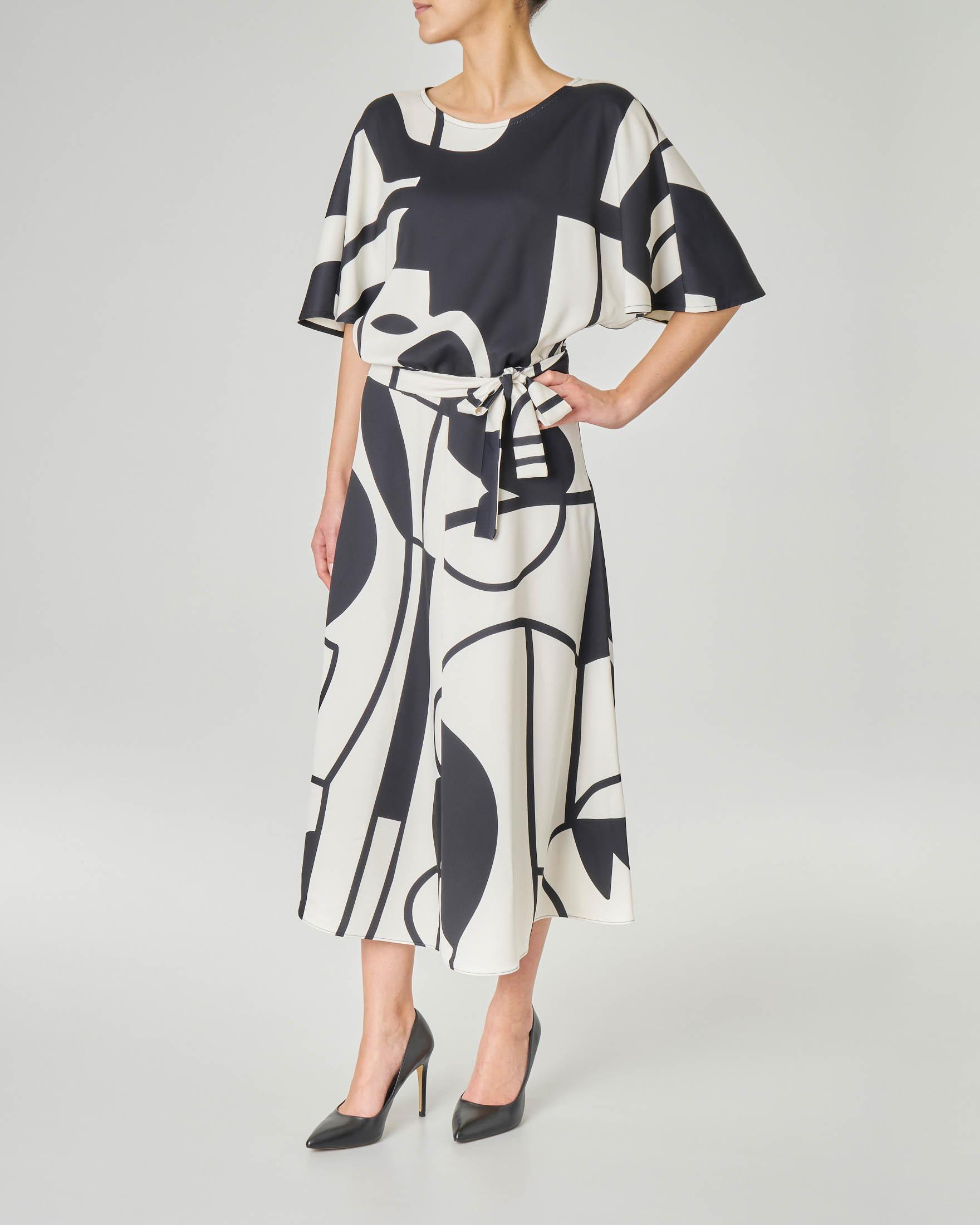 Abito midi LW x ART. 365 in crêpe a fantasia geometrica in bianco e nero con maniche a kimono