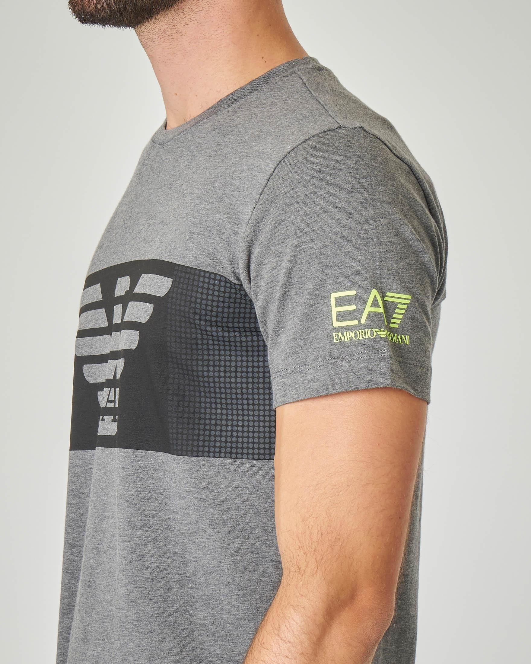 T-shirt grigio melange in cotone stretch con fascia nera e aquila stampata