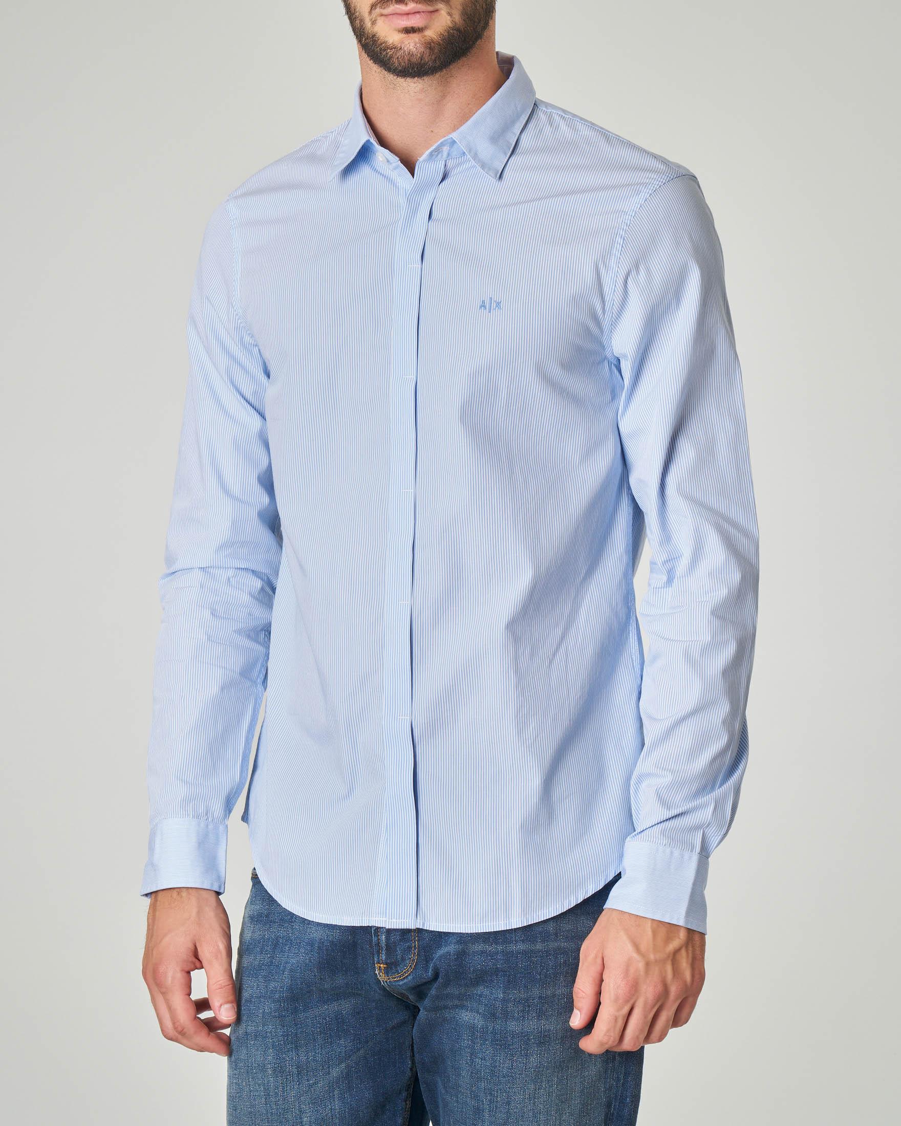 Camicia bastoncino bianco e azzurra con abbottonatura coperta