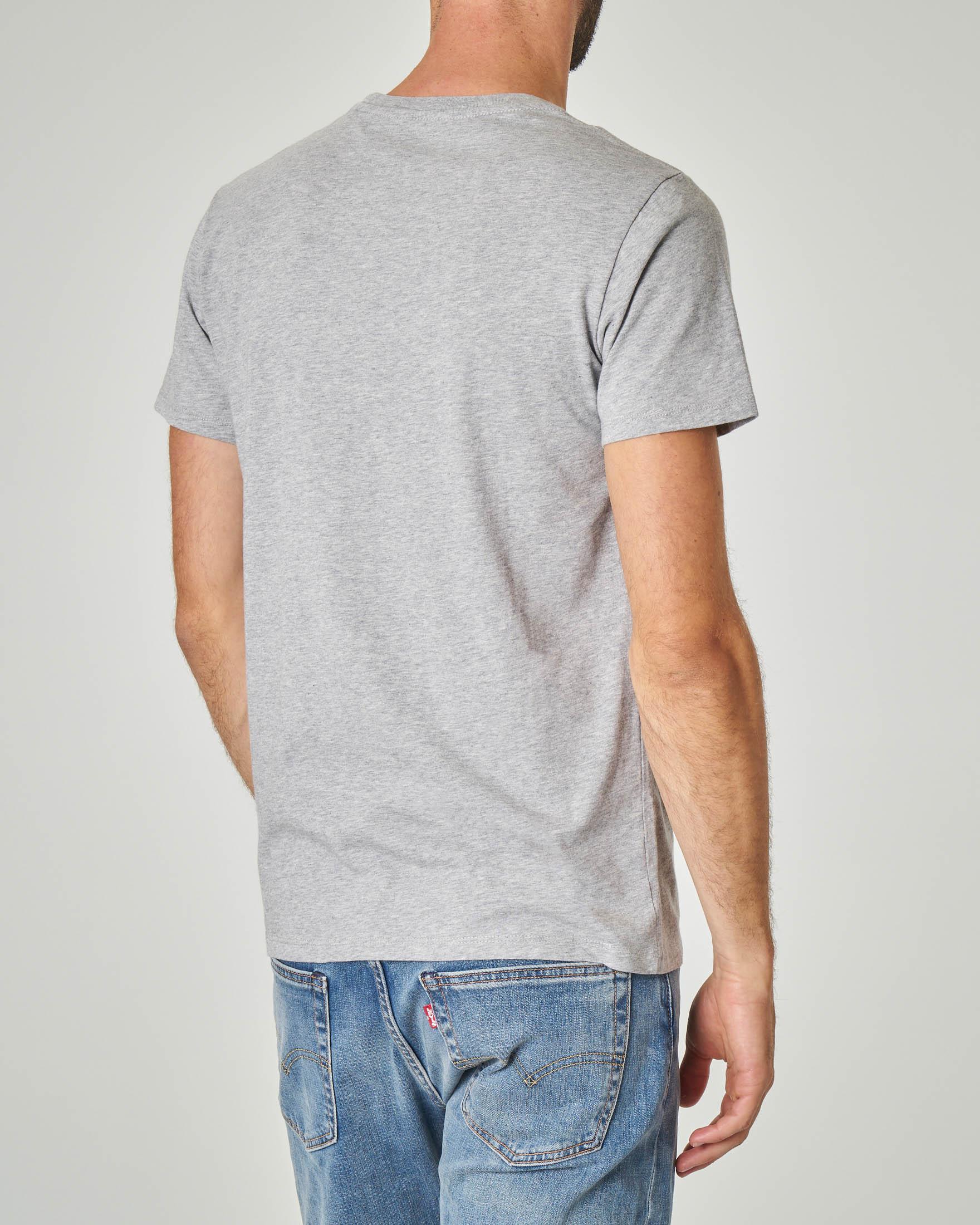 T-shirt grigia con logo sportswear centrale sul petto