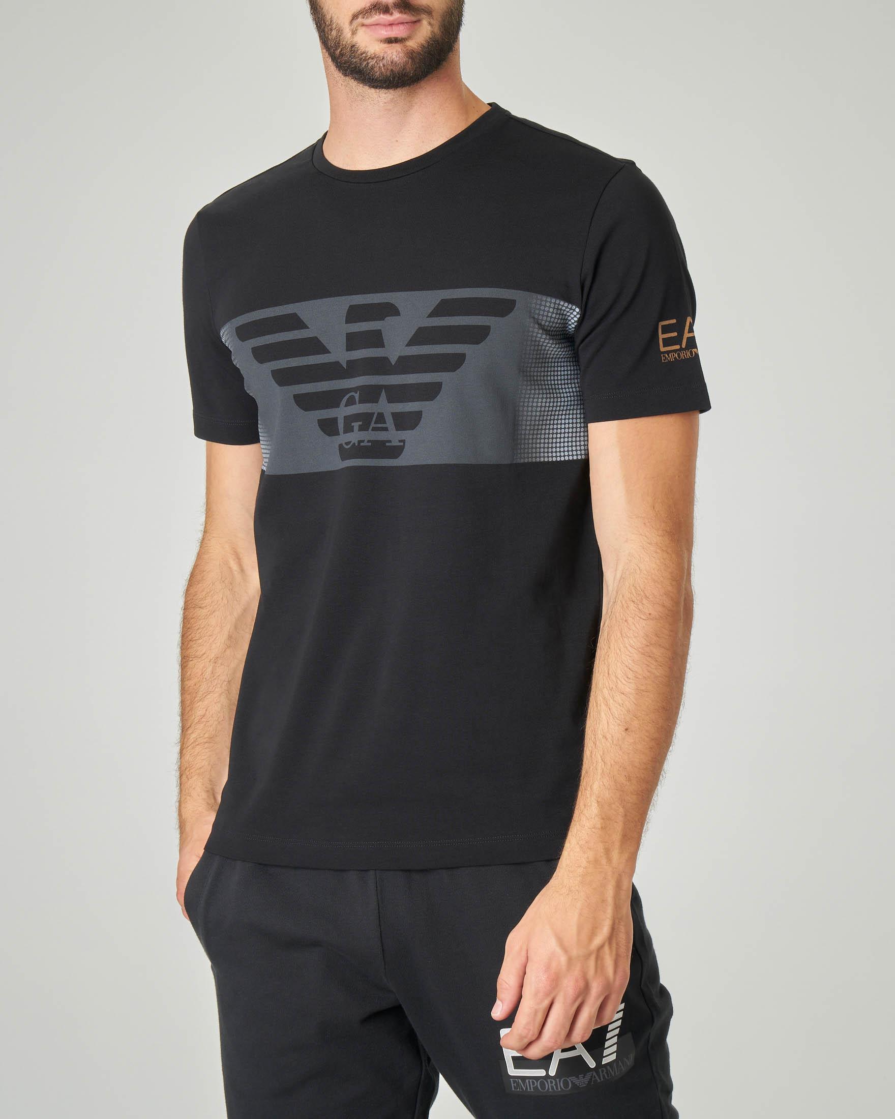 T-shirt nera in cotone stretch con fascia grigia e aquila stampata