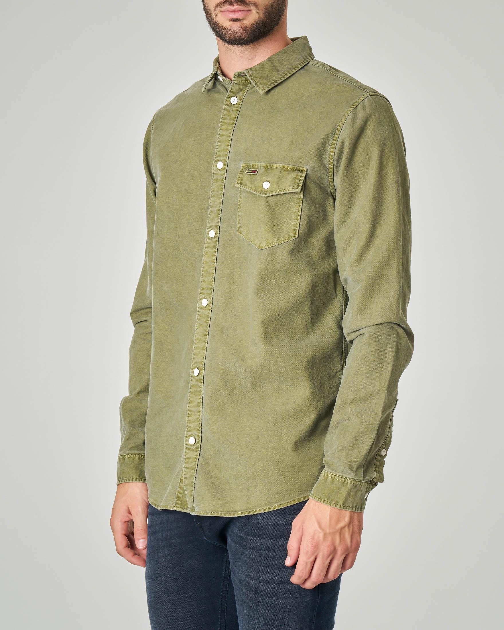 Camicia verde militare in oxford lavato effetto vintage