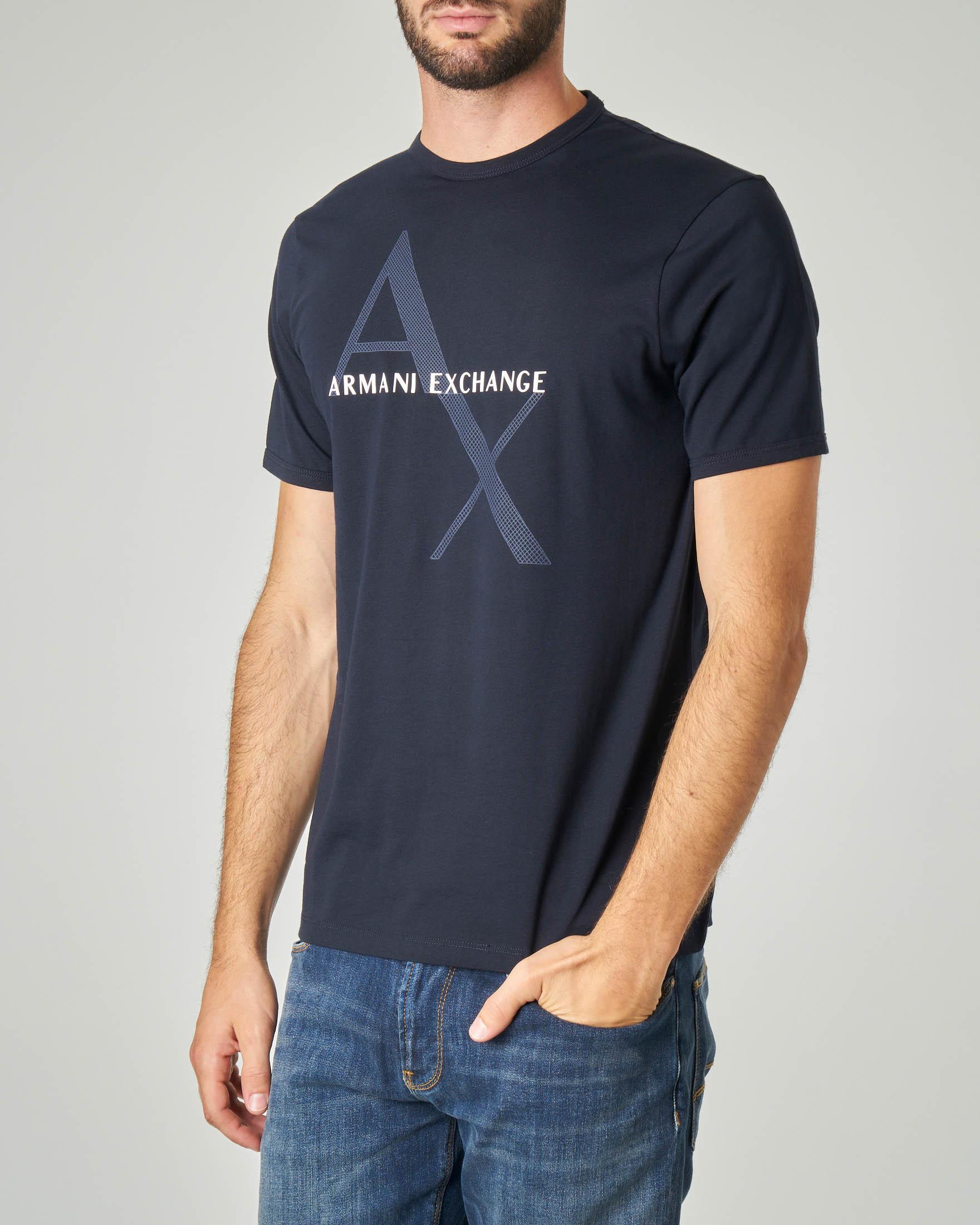 T-shirt blu con stampa e logo gommato