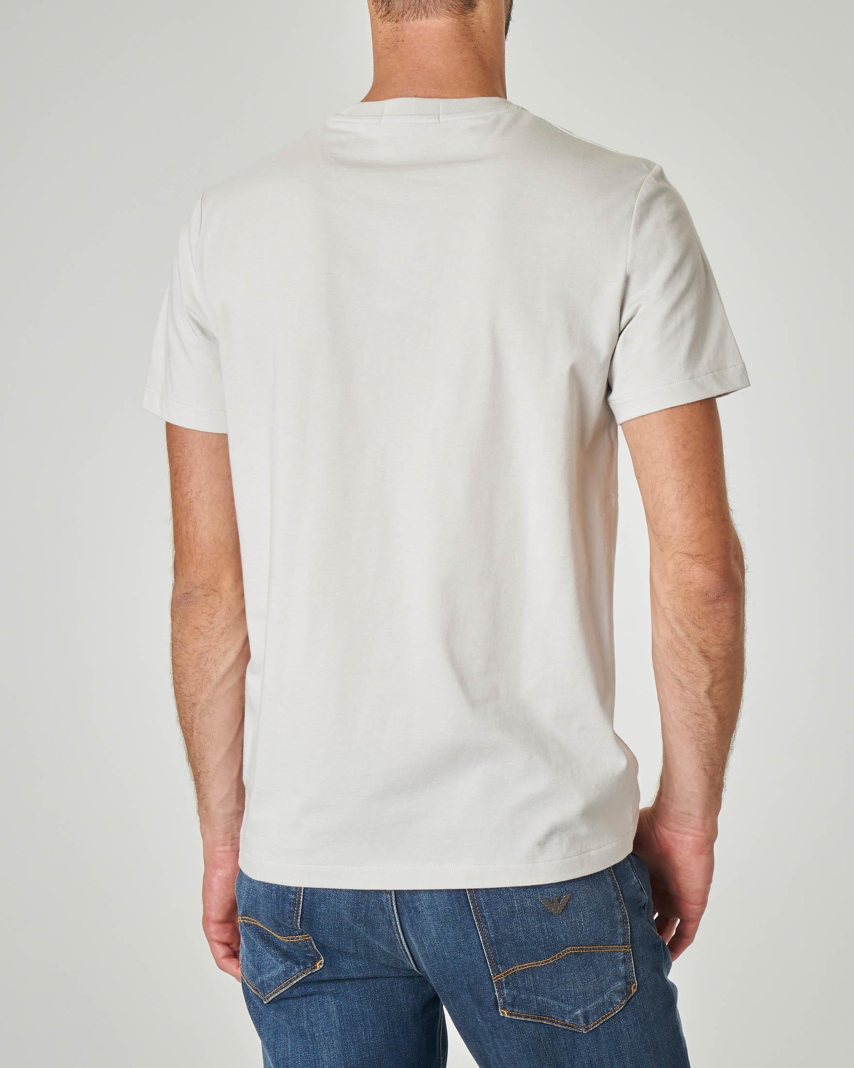 T-shirt bianca con fascia patch e logo stampati
