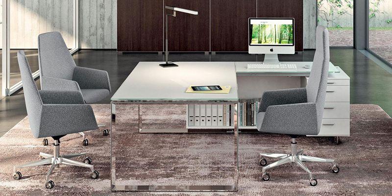 Sala riunioni con sedie in tessuto