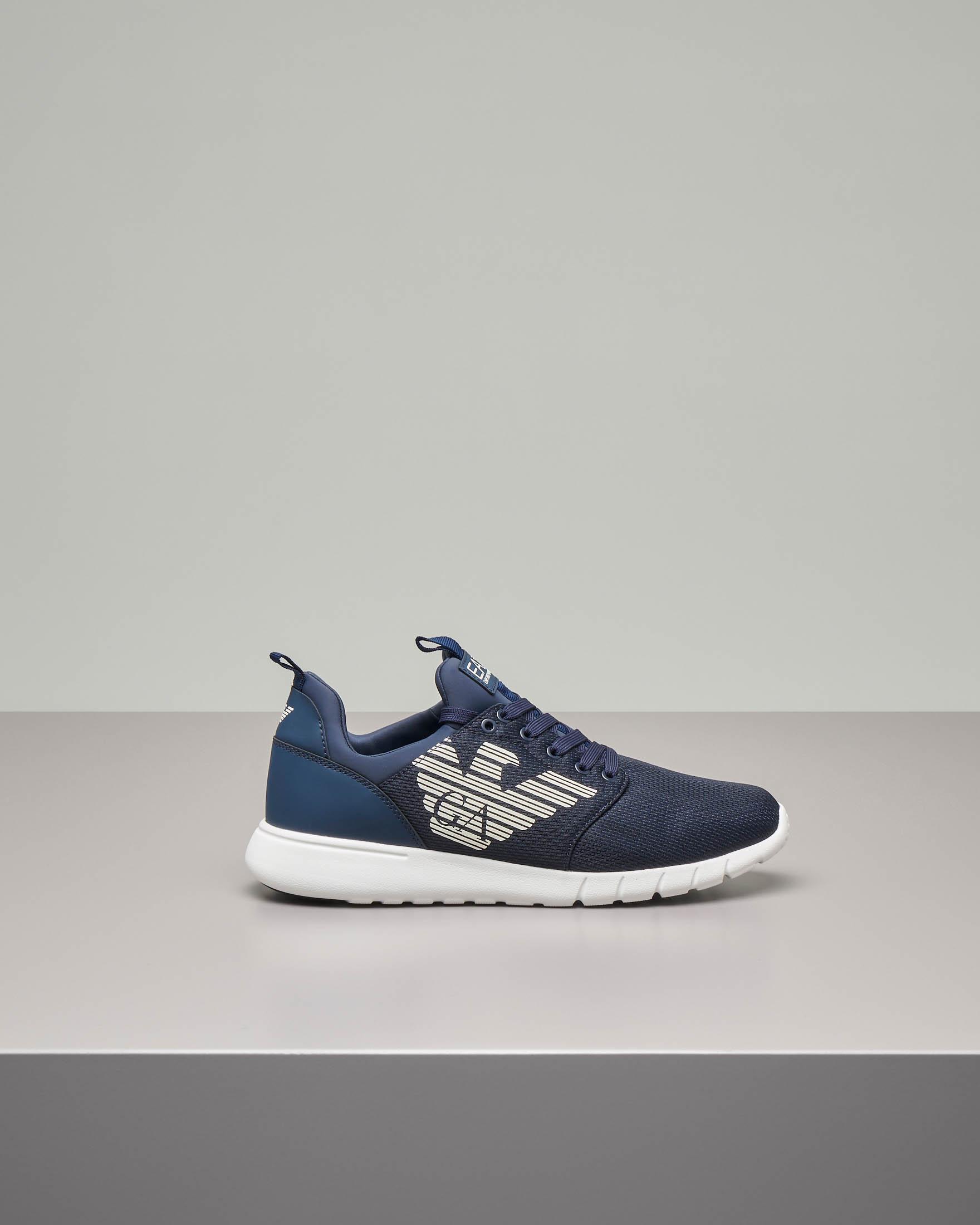 Sneakers blu con logo bianco in mesh