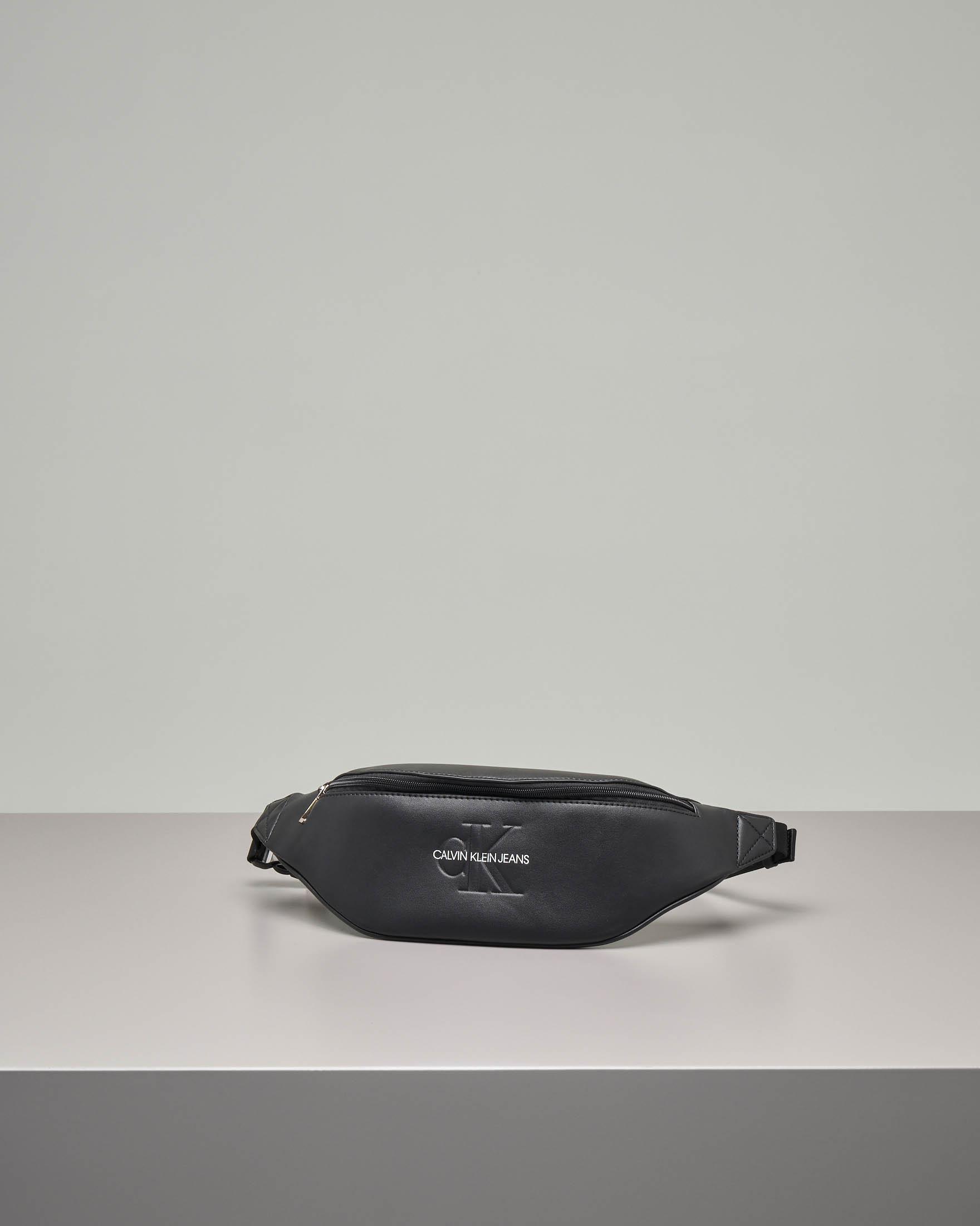 Marsupio nero in ecopelle con logo inciso