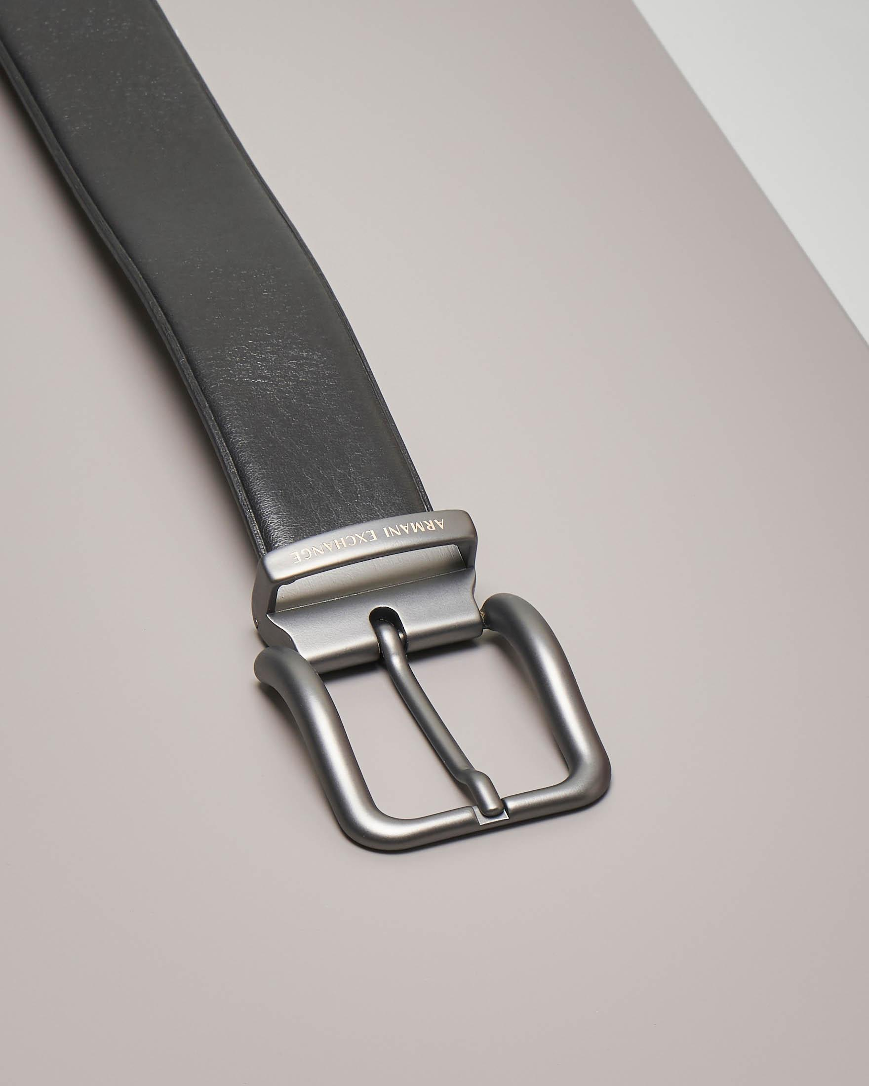 Cintura nera in pelle con doppia fibbia sostituibile