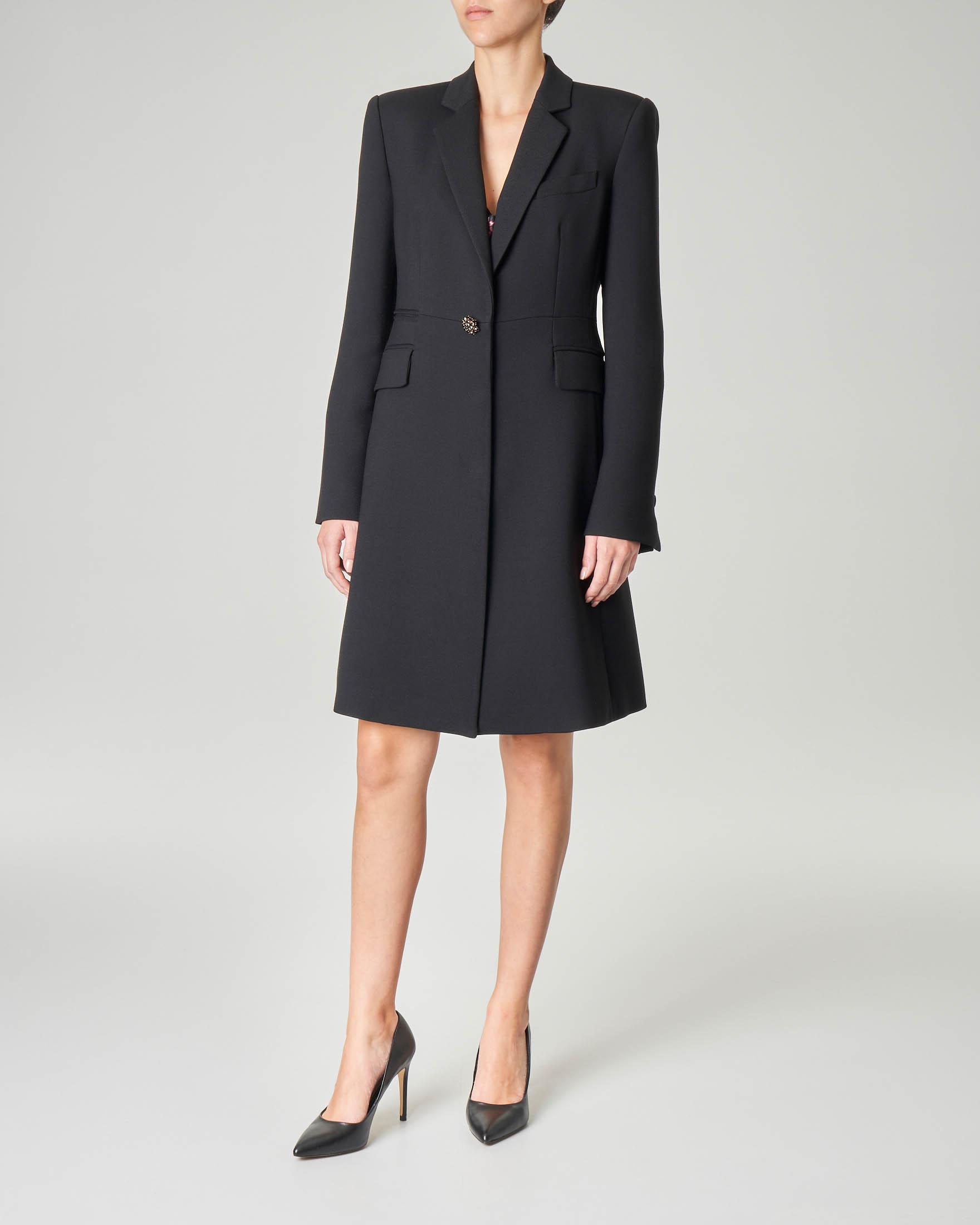Cappottino nero sfiancato in tessuto misto viscosa con chiusura a un bottone gioiello
