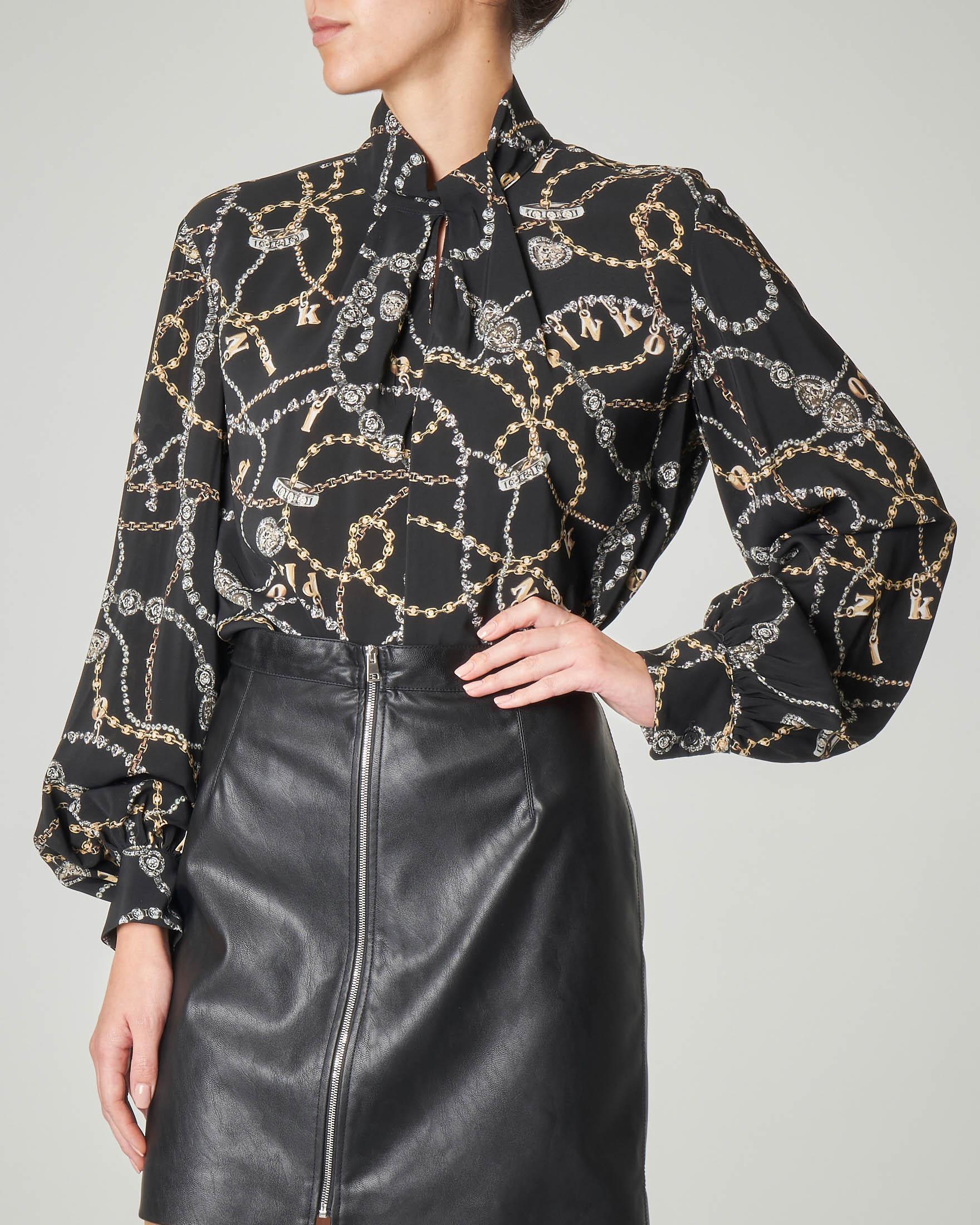 Camicia nera con stampa a catena con maniche lunghe a palloncino