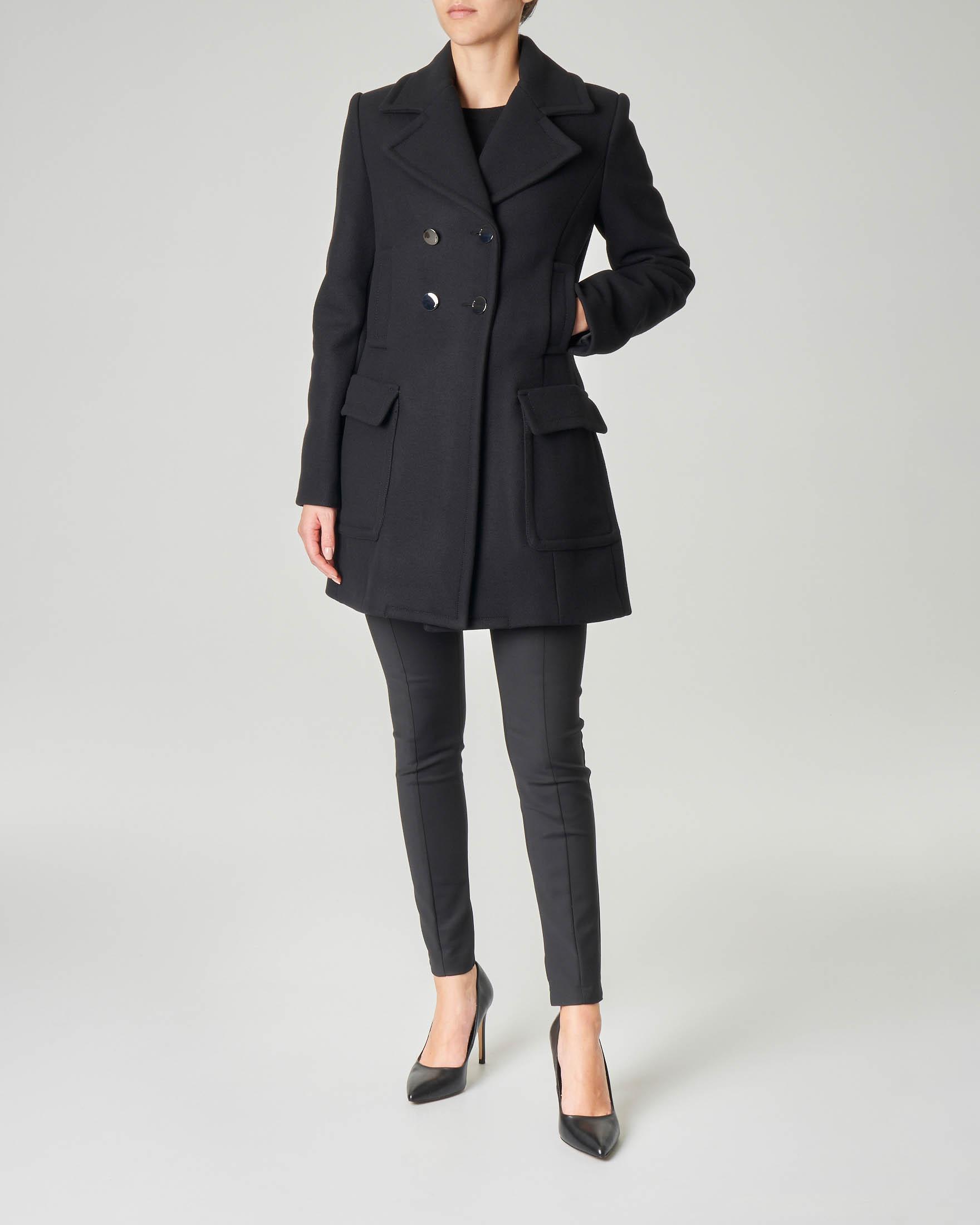 Cappotto nero in panno di lana modello peacot con bottoni a specchio