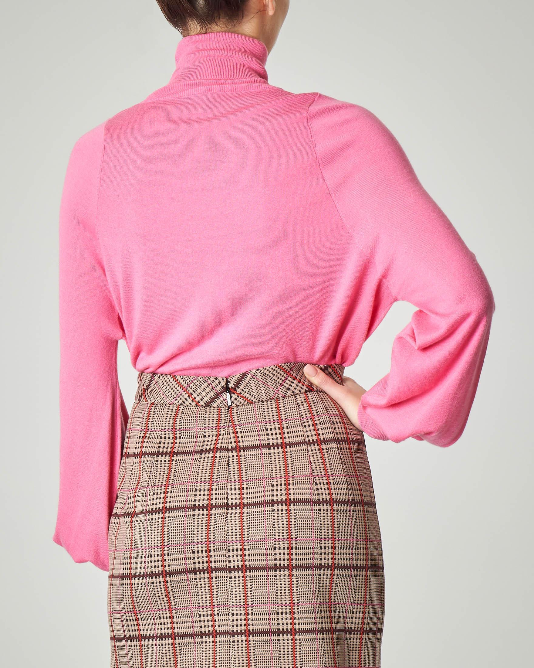 Dolcevita rosa in viscosa misto cachemere con cut-out sul davanti e maniche a palloncino