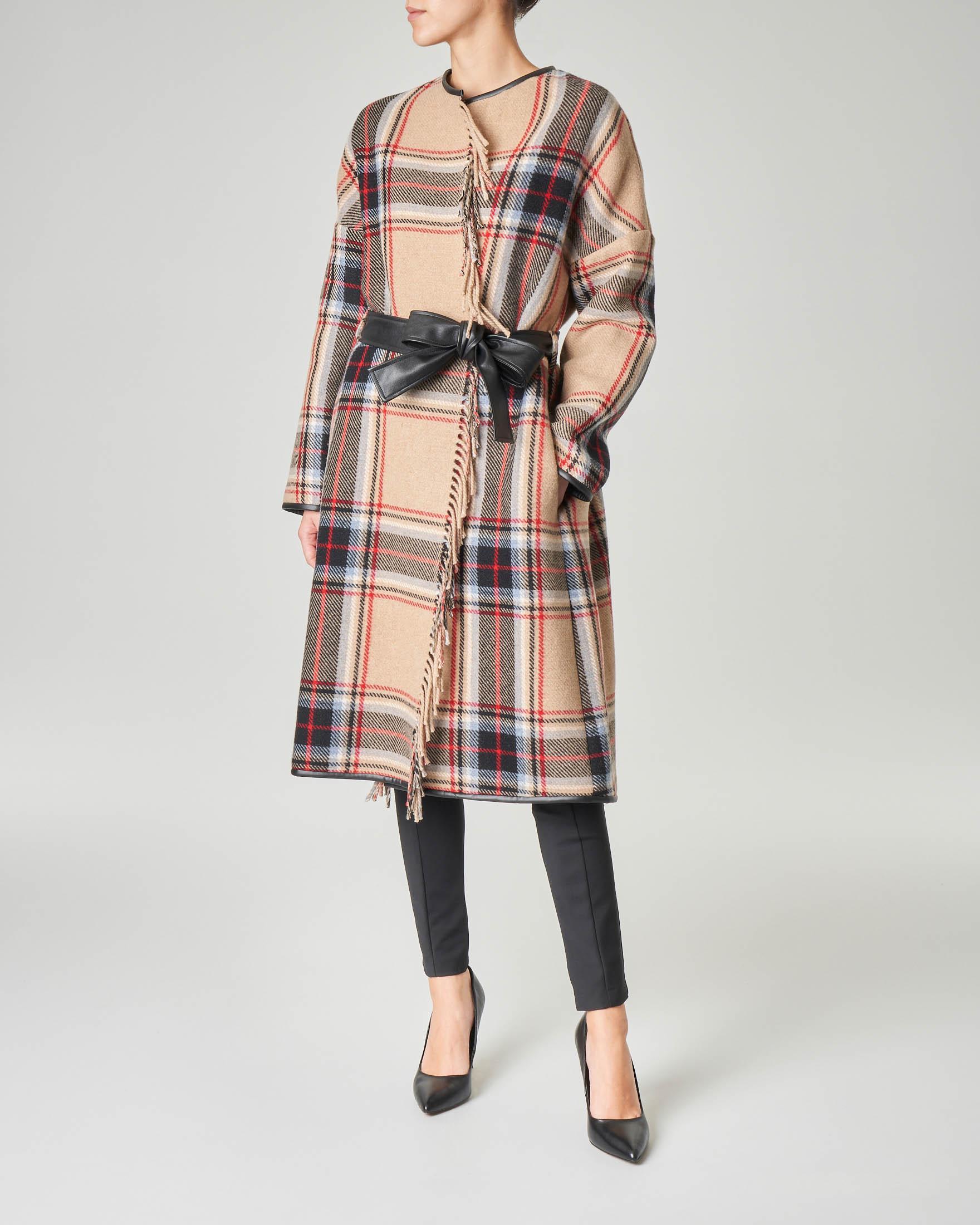 Cappotto fantasia check color cammello in misto lana con cintura in ecopelle nera