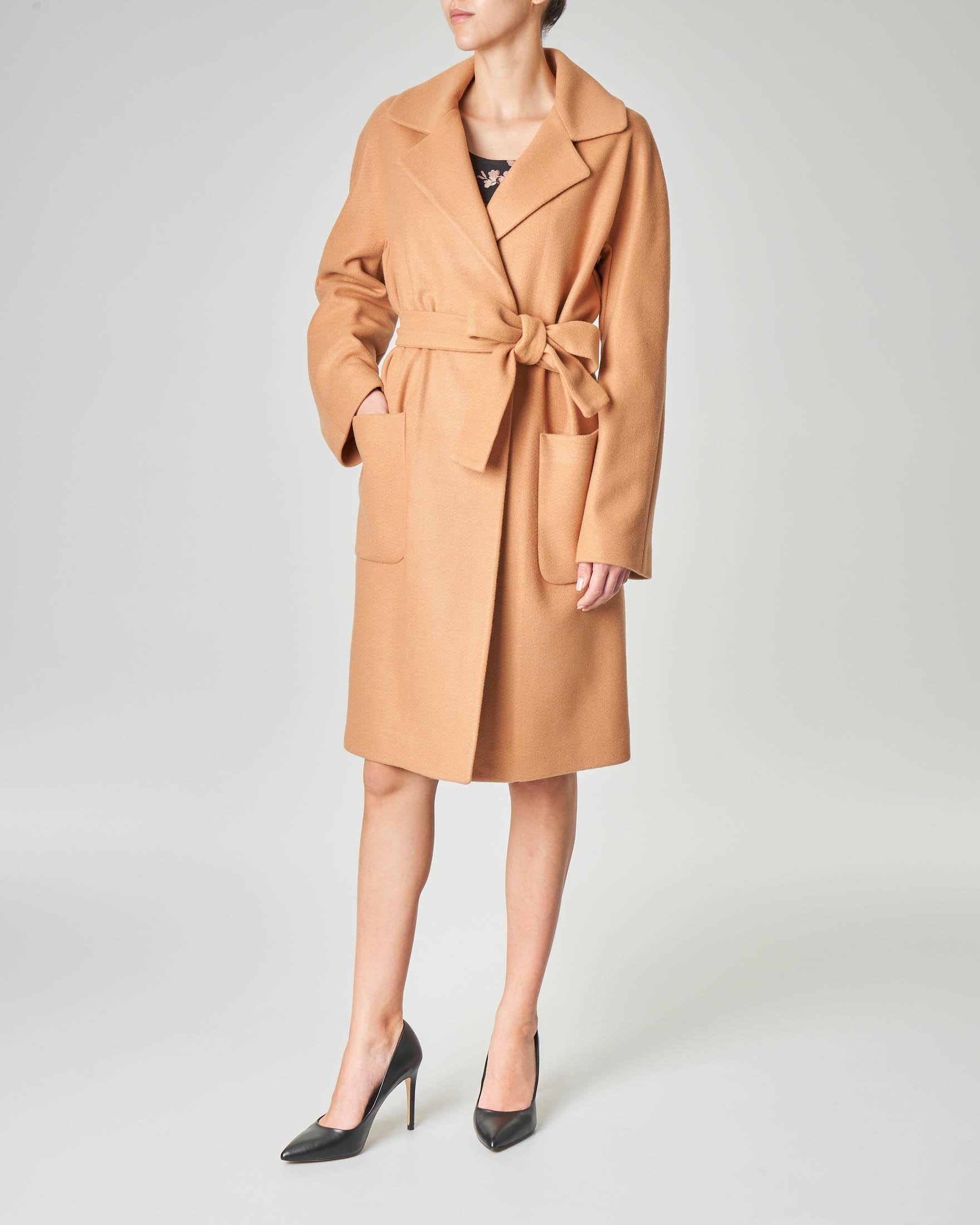 Cappotto cammello in panno di misto lana con cintura in vita