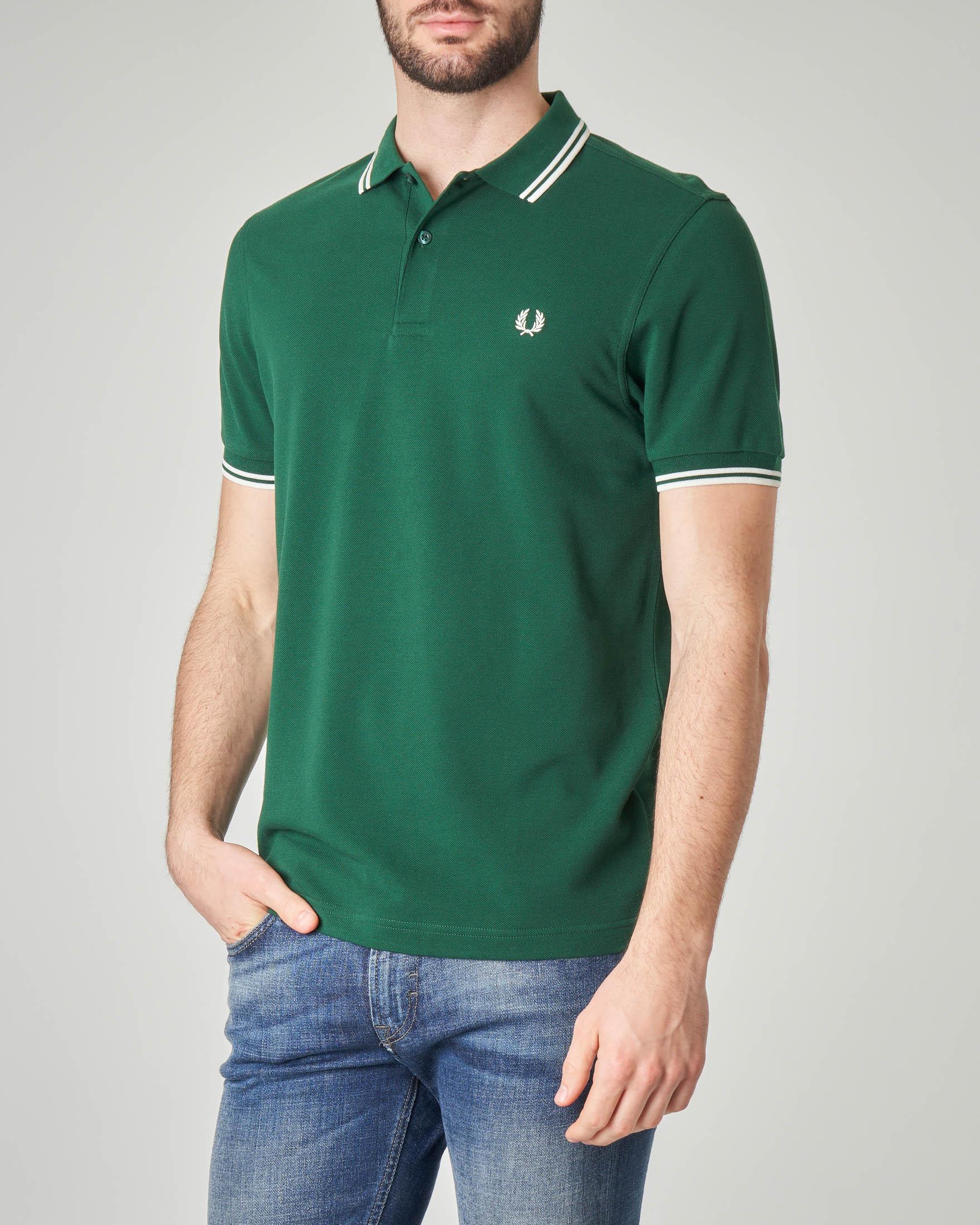 Polo verde con bordino bianco