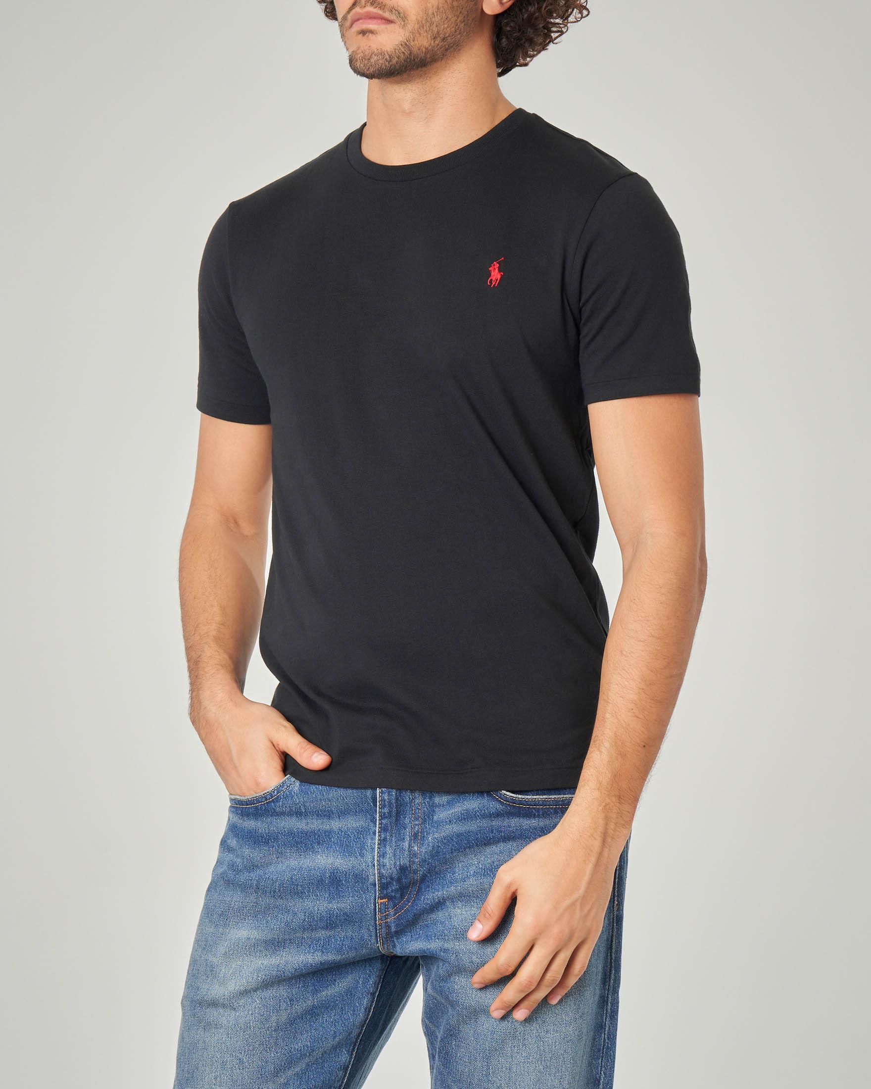 T-shirt nera con logo rosso