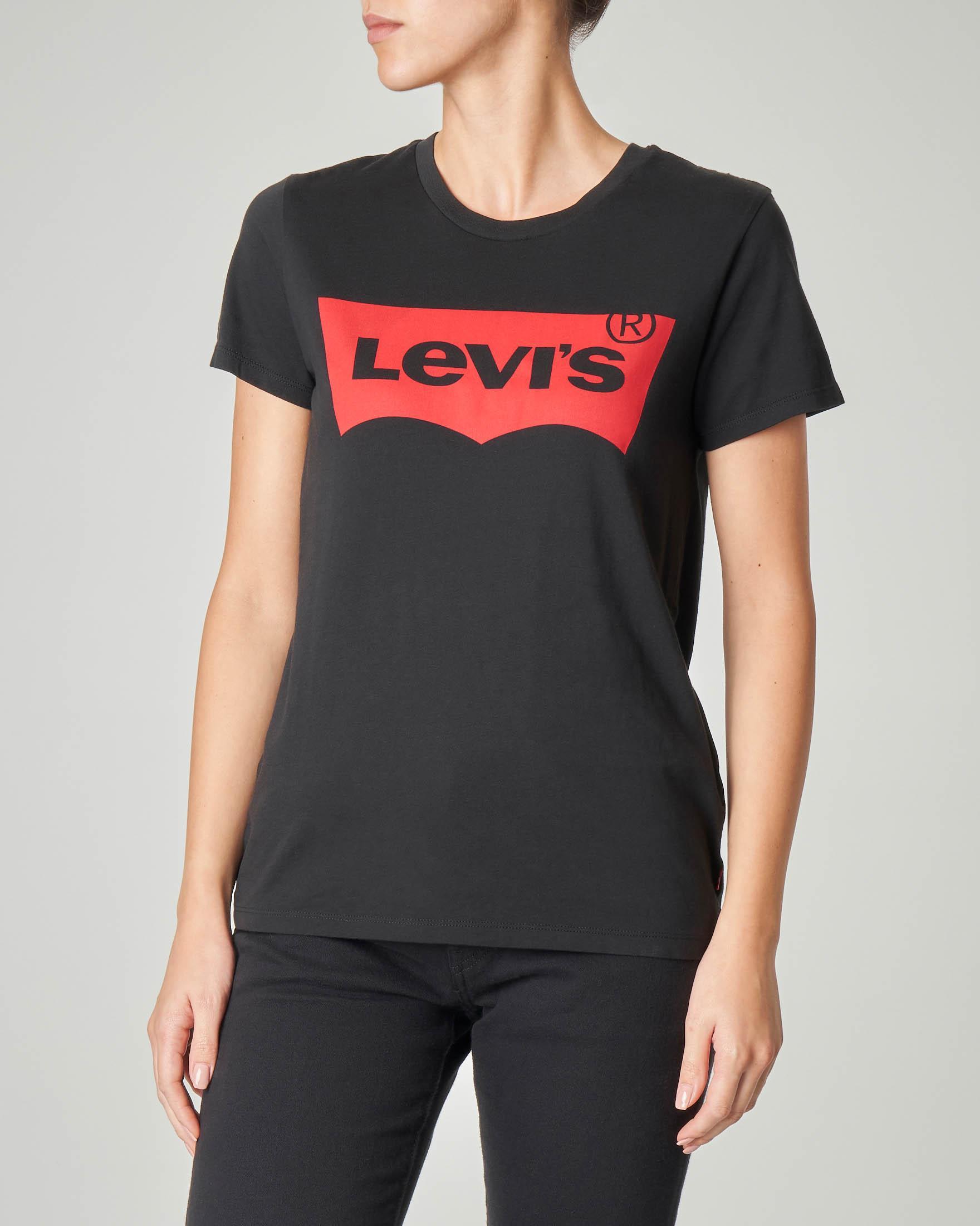 T-shirt in cotone nera con batwing rosso stampato