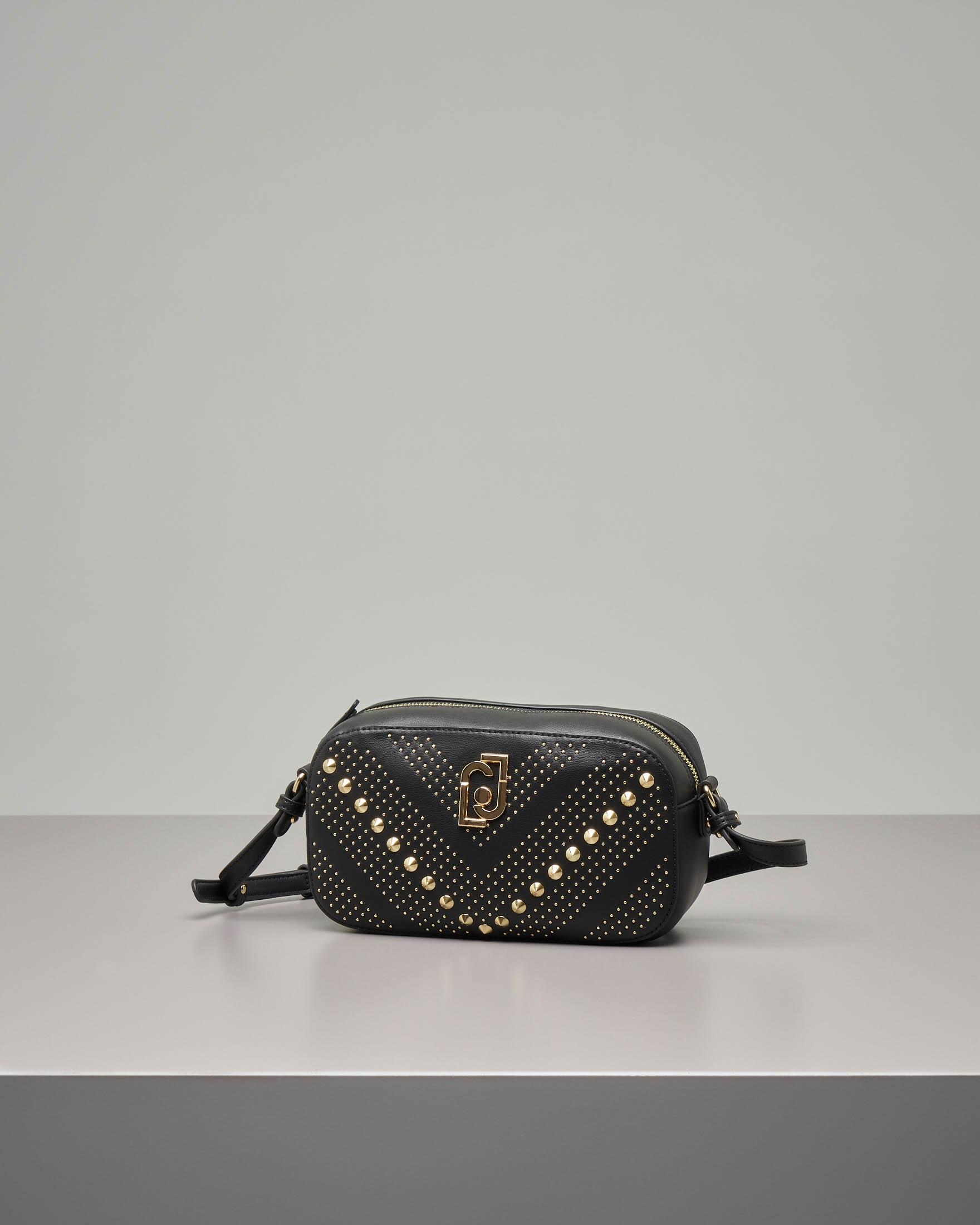 Cross body bag nera in eco pelle con borchie dorate all over