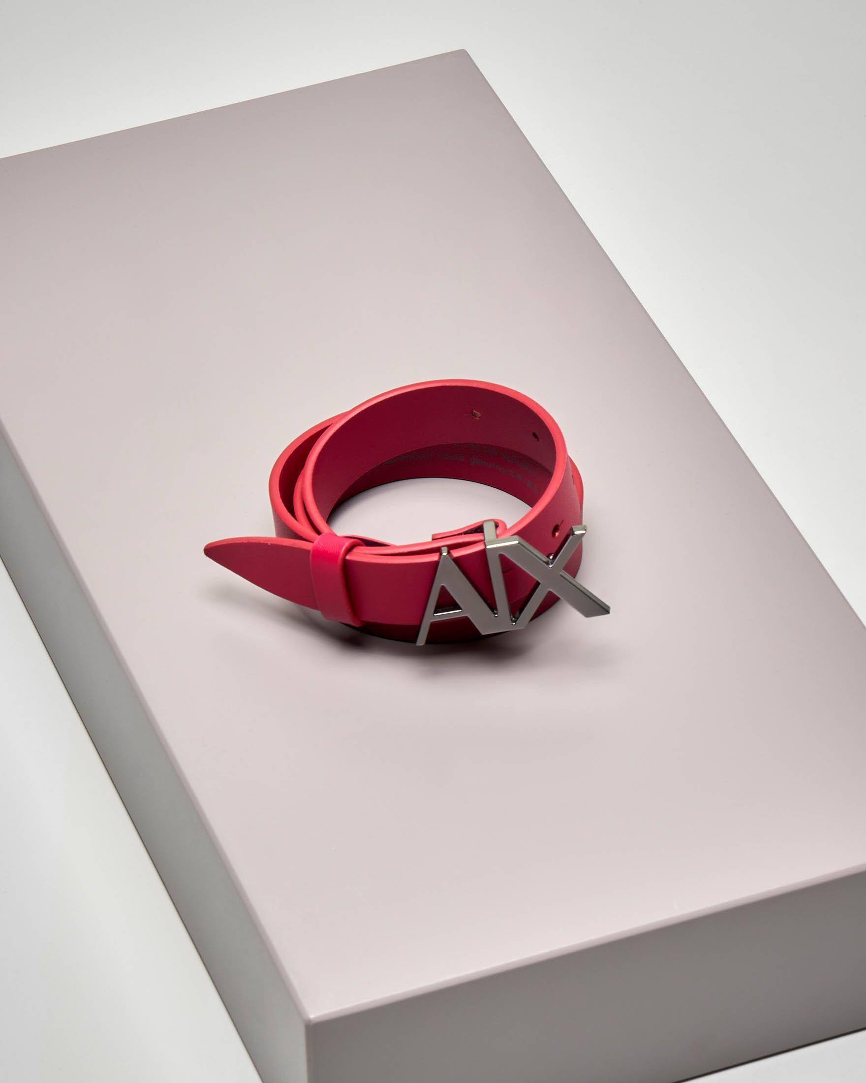 Cintura in pelle color rubino con fibbia con logo