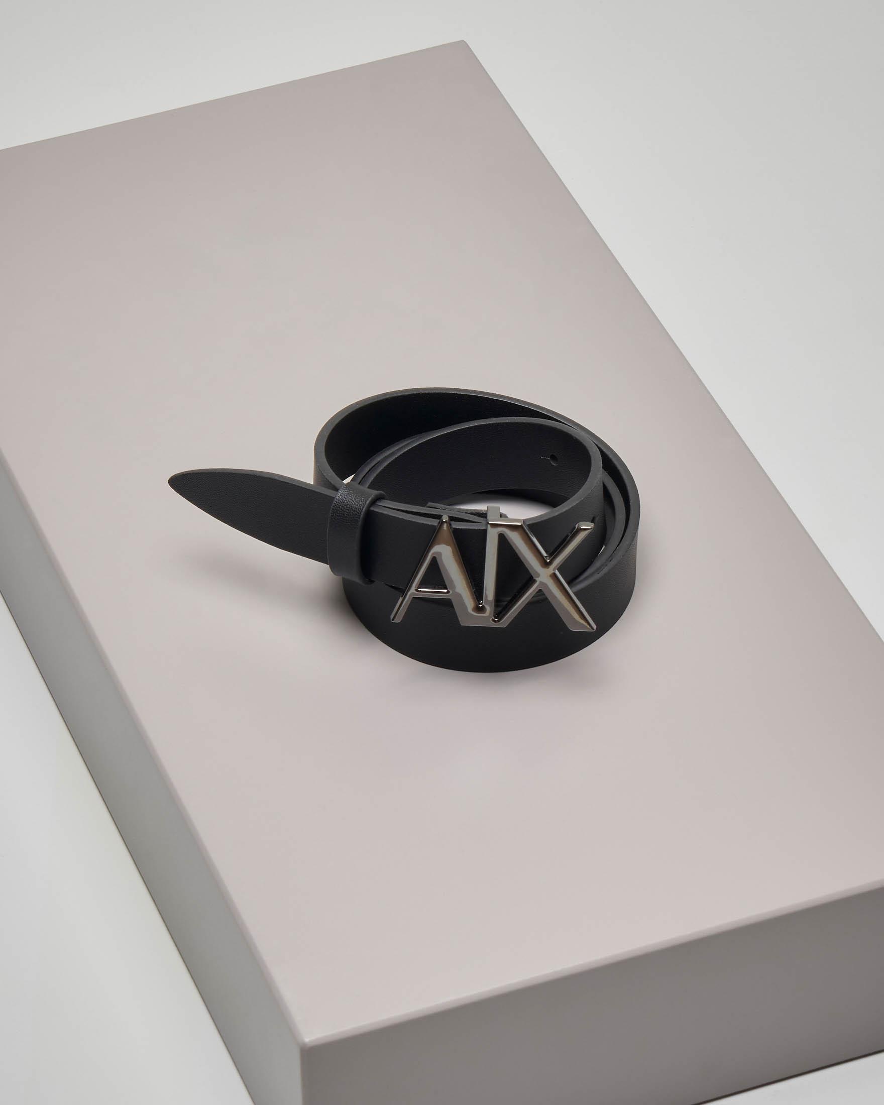 Cintura in pelle nera con fibbia con logo