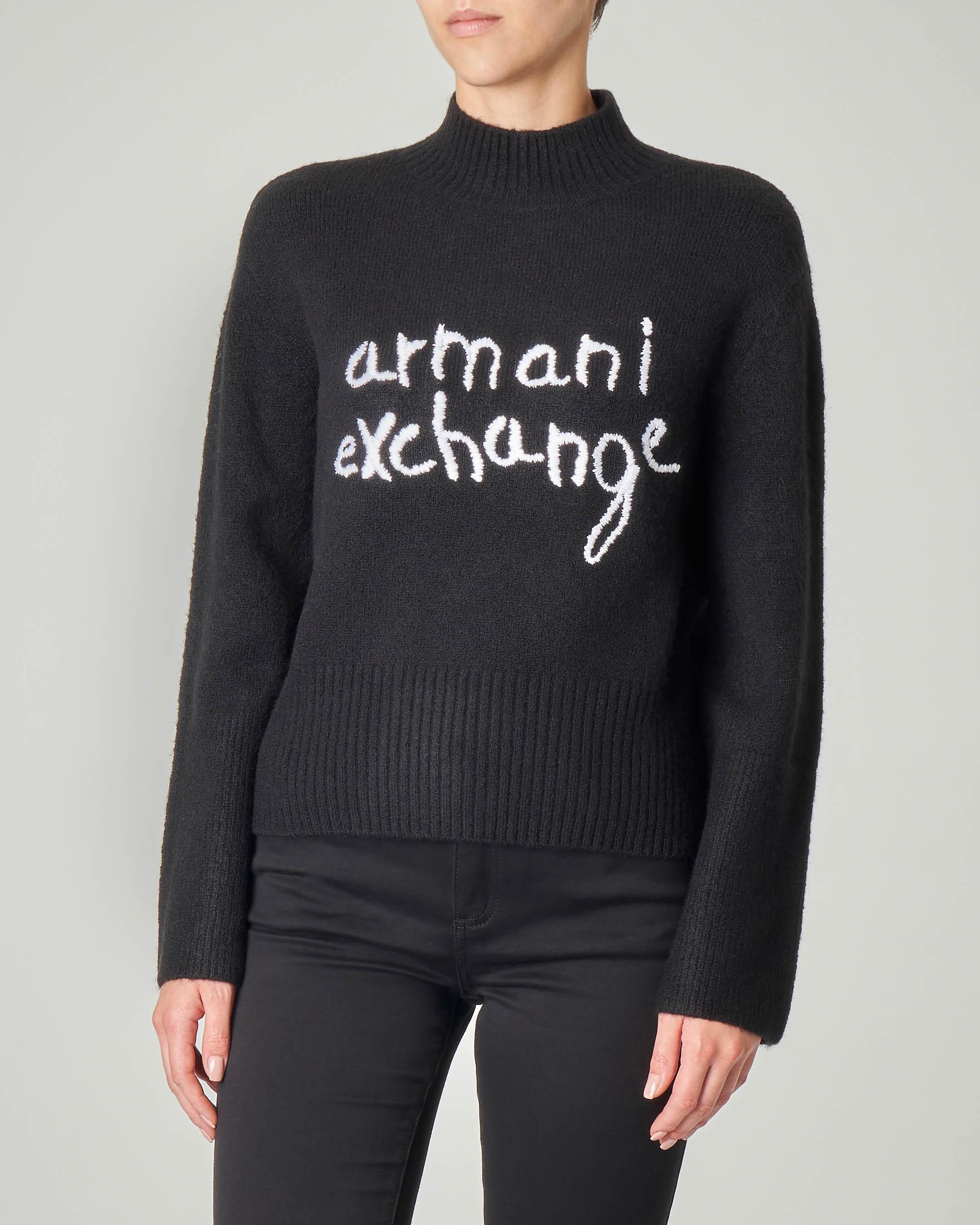 Lupetto nero in misto lana con scritta jacquard bianca