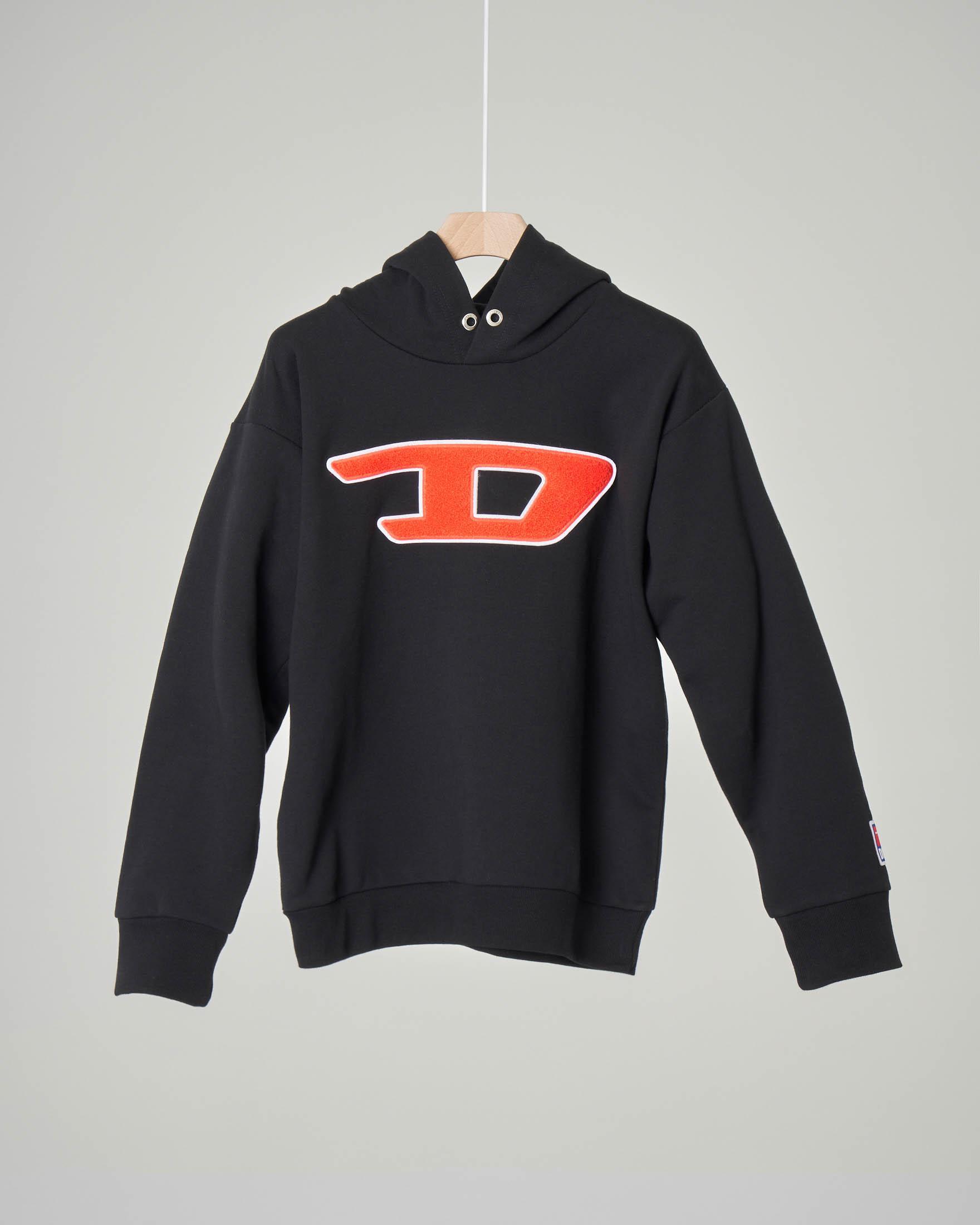 Felpa nera con cappuccio e logo D in spugna 10-16 anni