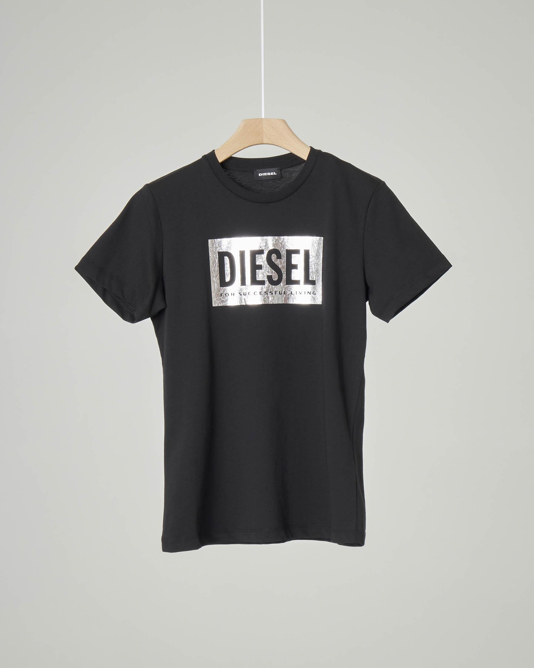 T-shirt nera con patch lucido color argento e logo 8-16 anni