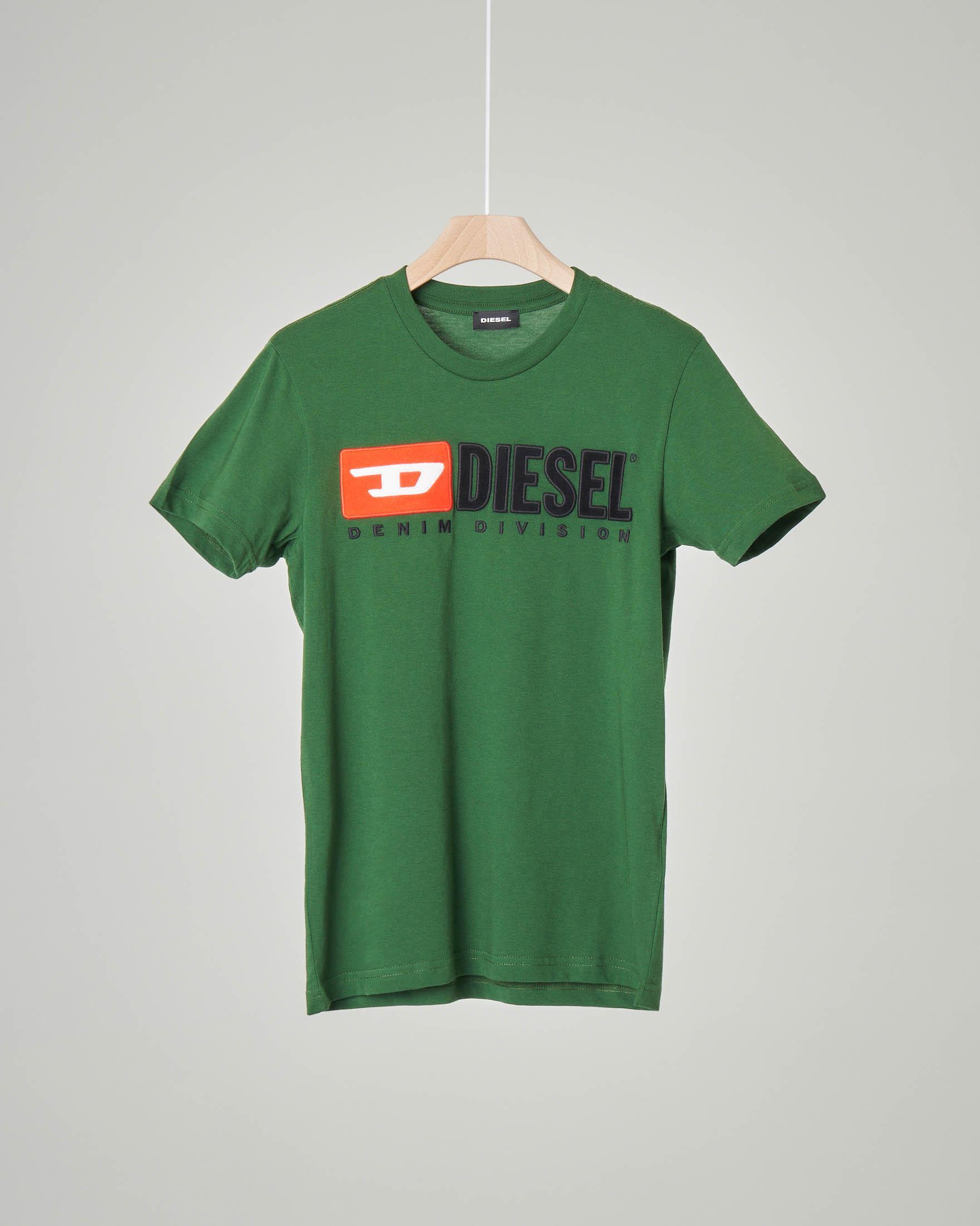 T-shirt verde con logo vintage in feltro 8-16 anni