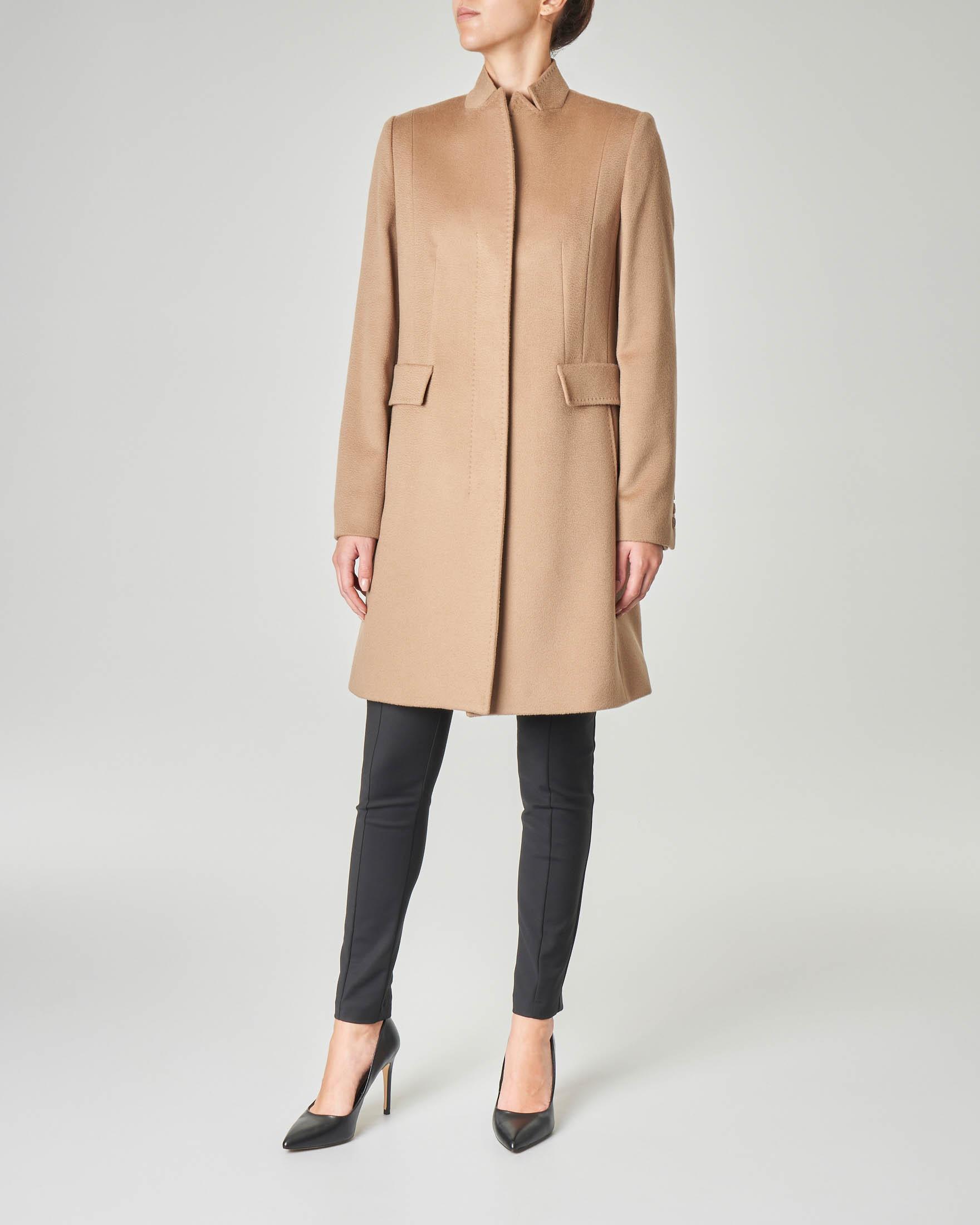 Cappotto cammello in pura lana taglio dritto con collo in piedi