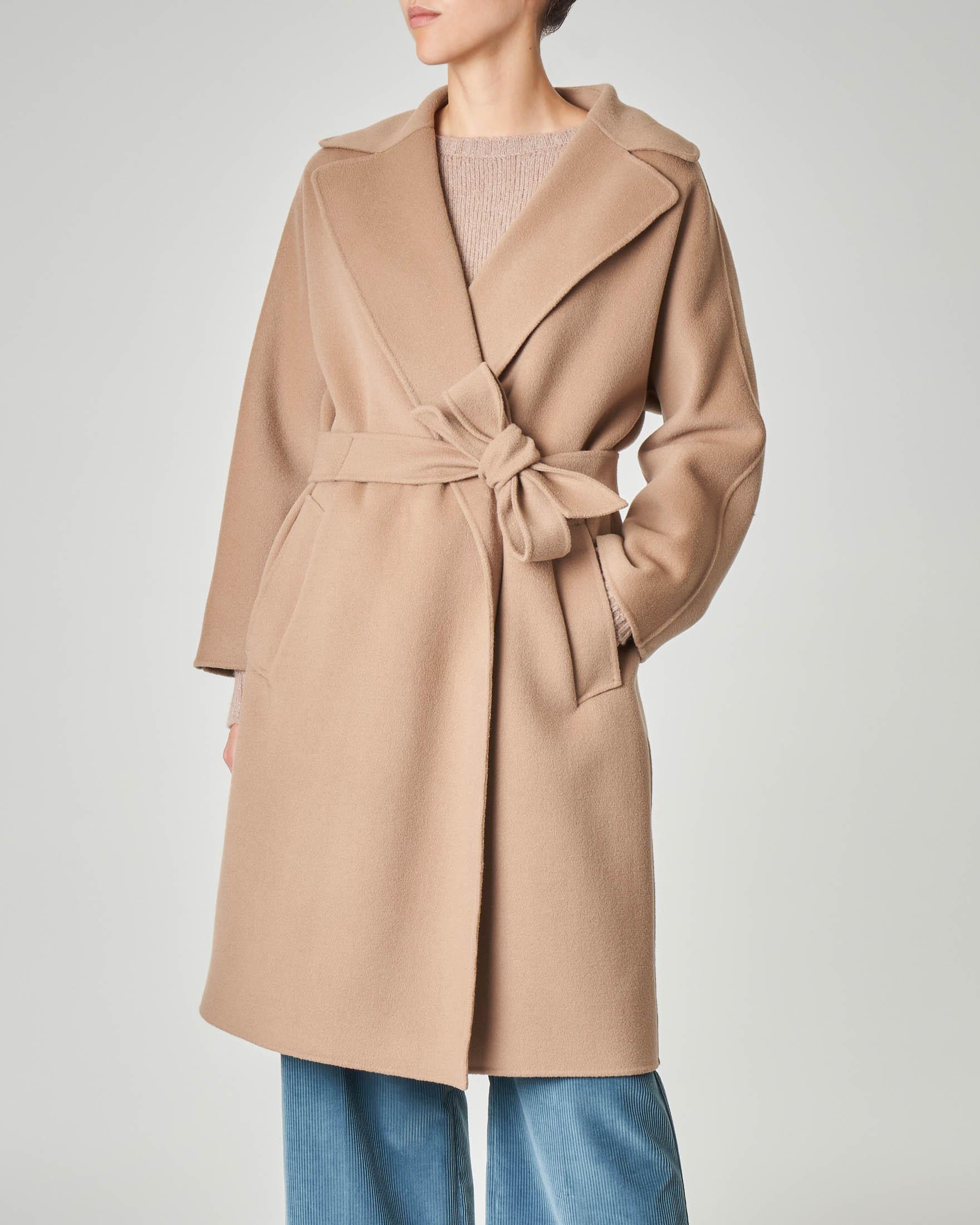 Capotto cammello a vestaglia in lana vergine con collo a rever
