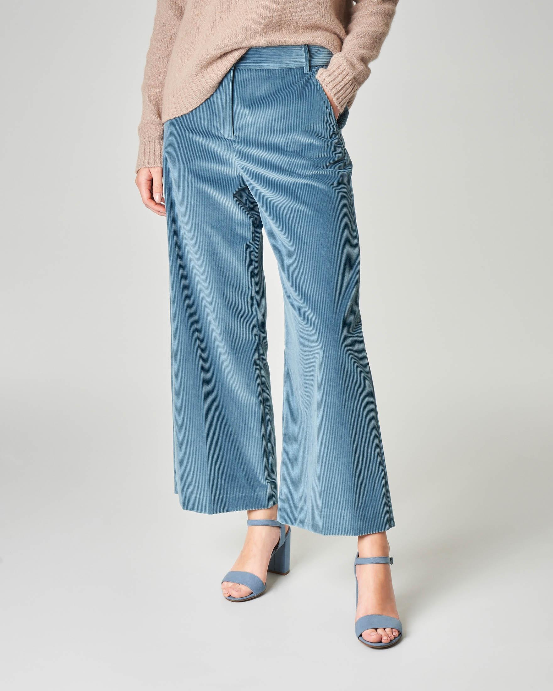 Pantalone ampio cropped in velluto di cotone mille righe color avio