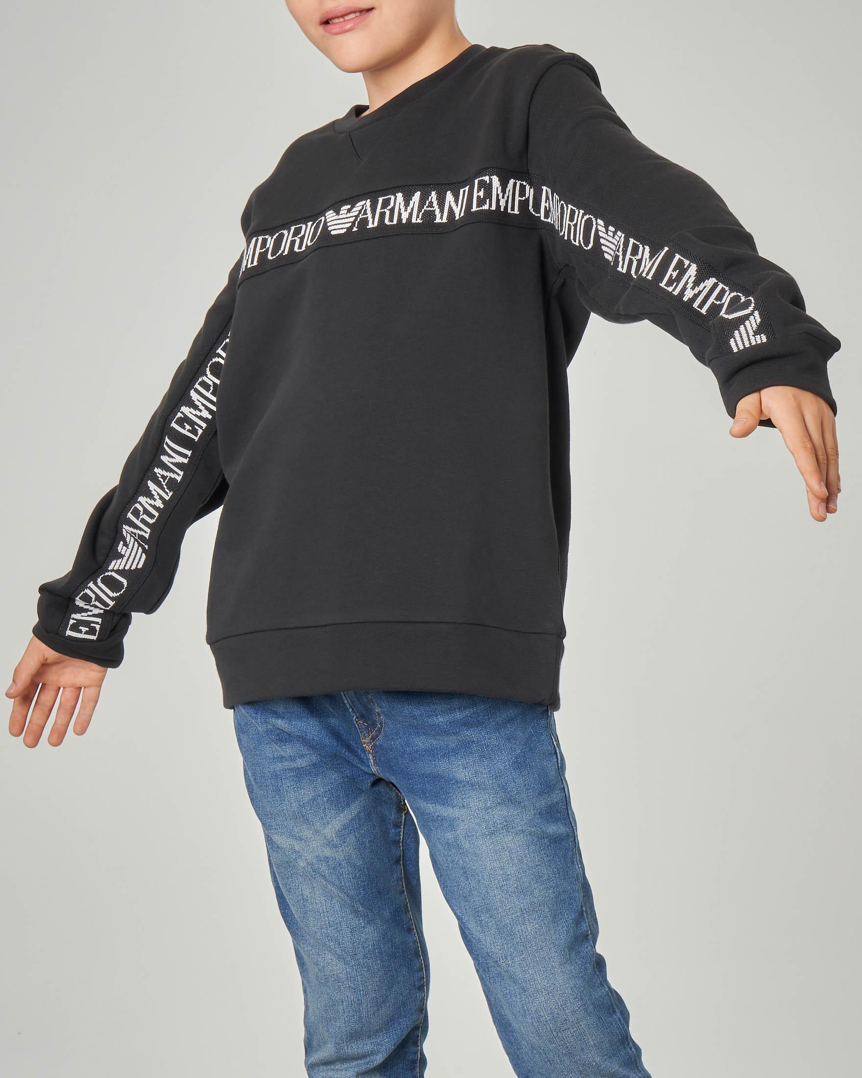 Felpa nera girocollo con inserto logato sul petto e sulle maniche 10-16 anni