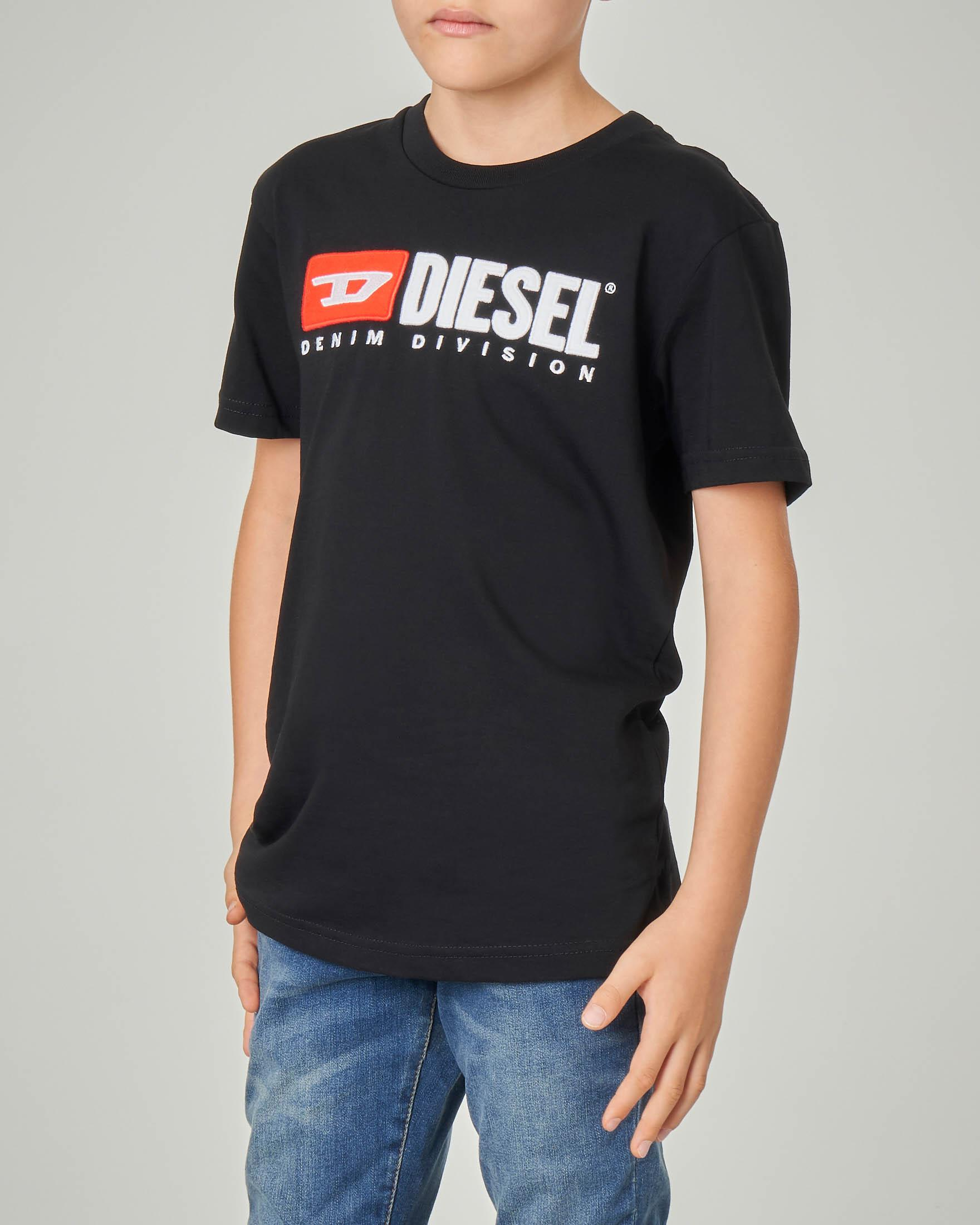T-shirt nera con logo vintage in feltro 8-16 anni