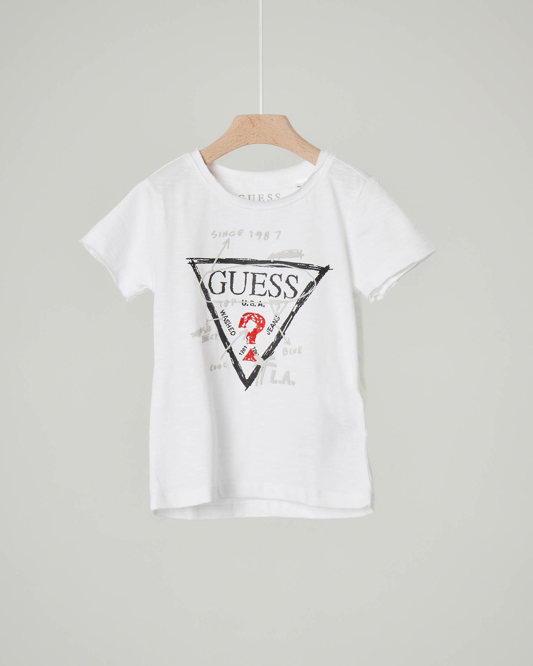 T-shirt bianca con logo triangolo e scritte 2-7 anni