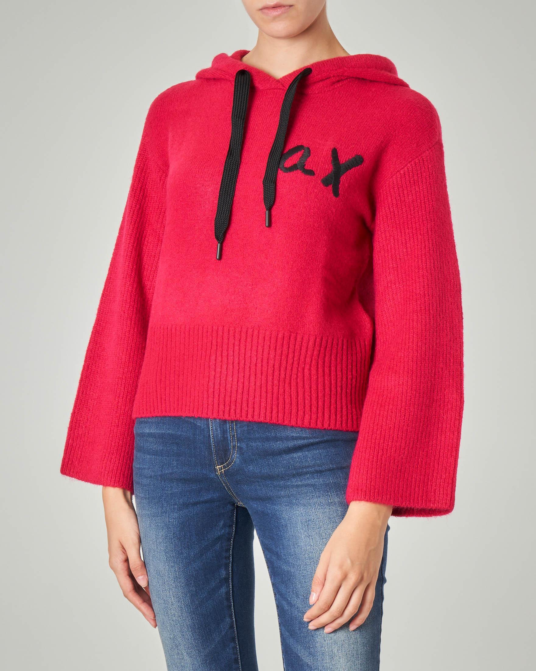 Maglia over color rubino con cappuccio e monogramma logo