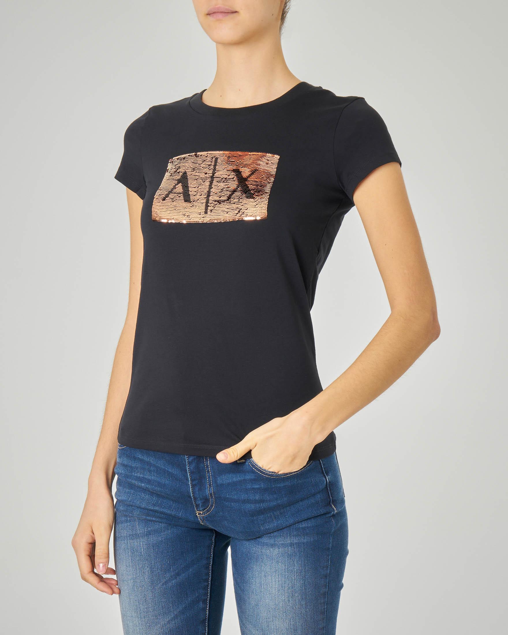 T-shirt nera in cotone con logo in paillettes reversibili