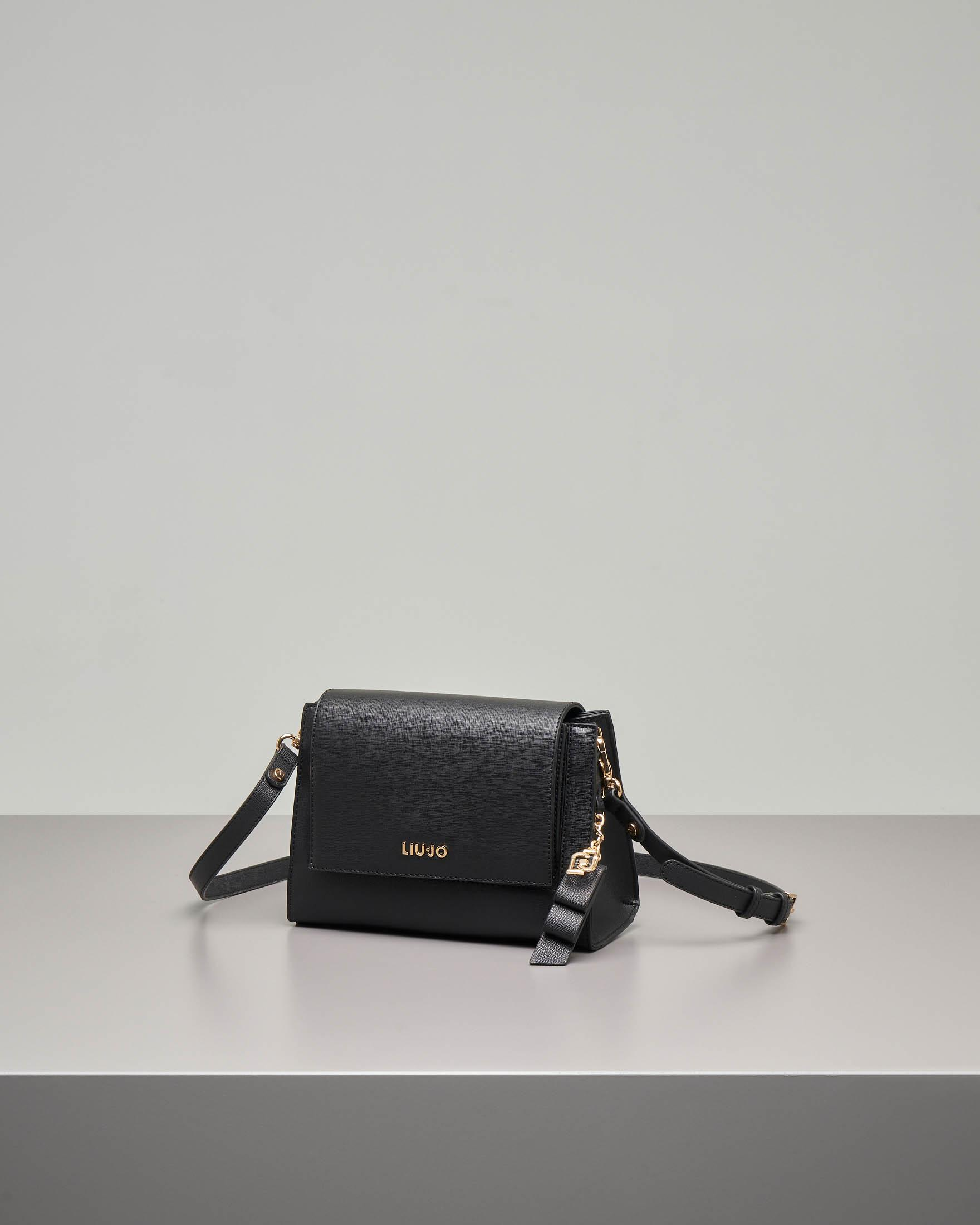 Cross body bag nera in ecopelle effetto saffiano con patta