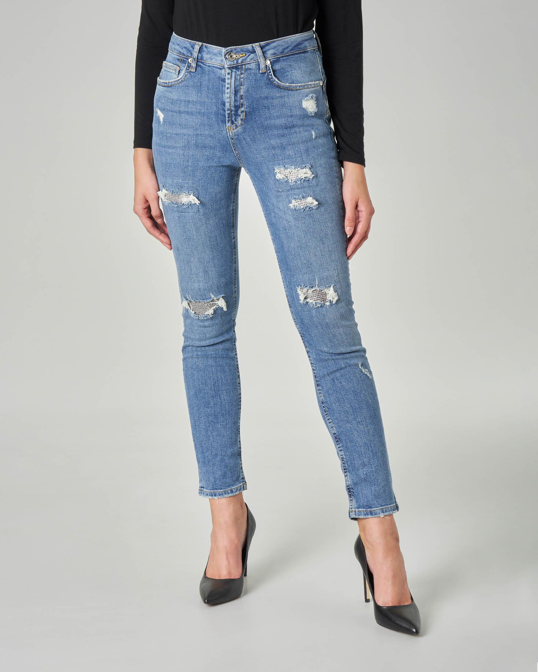 Jeans skinny con rotture lungo la gambe con fondo in strass