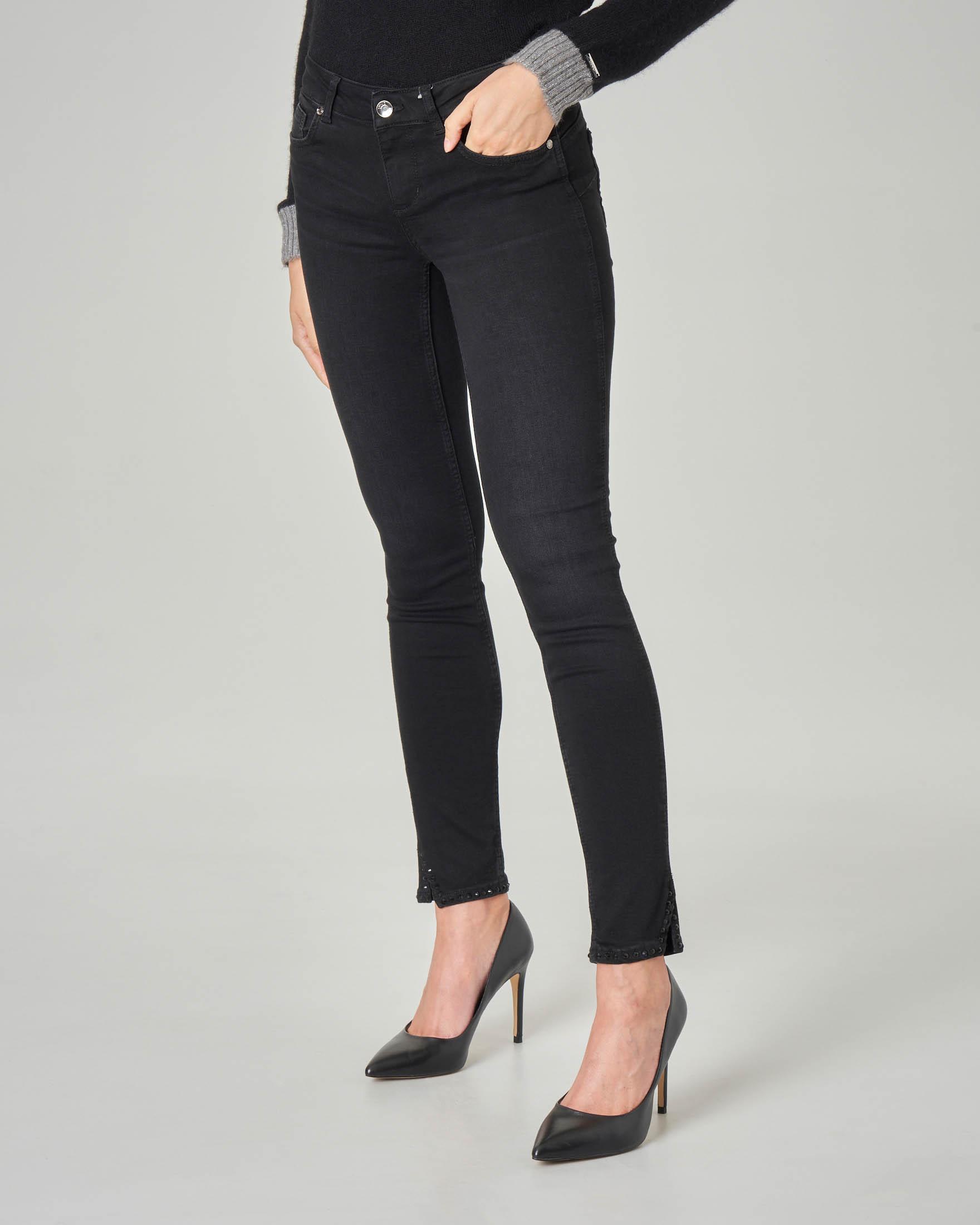 Jeans skinny Bottom up neri con micro borchie applicate sugli orli