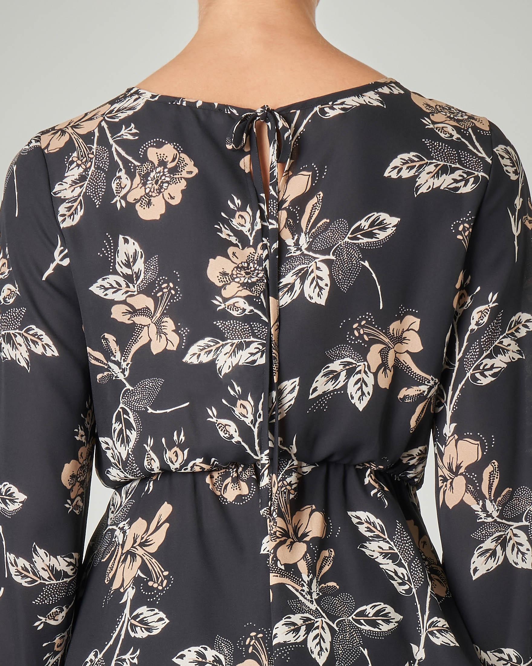 Blusa maniche lunghe nera a fantasia a fiori cipria e volant in vita