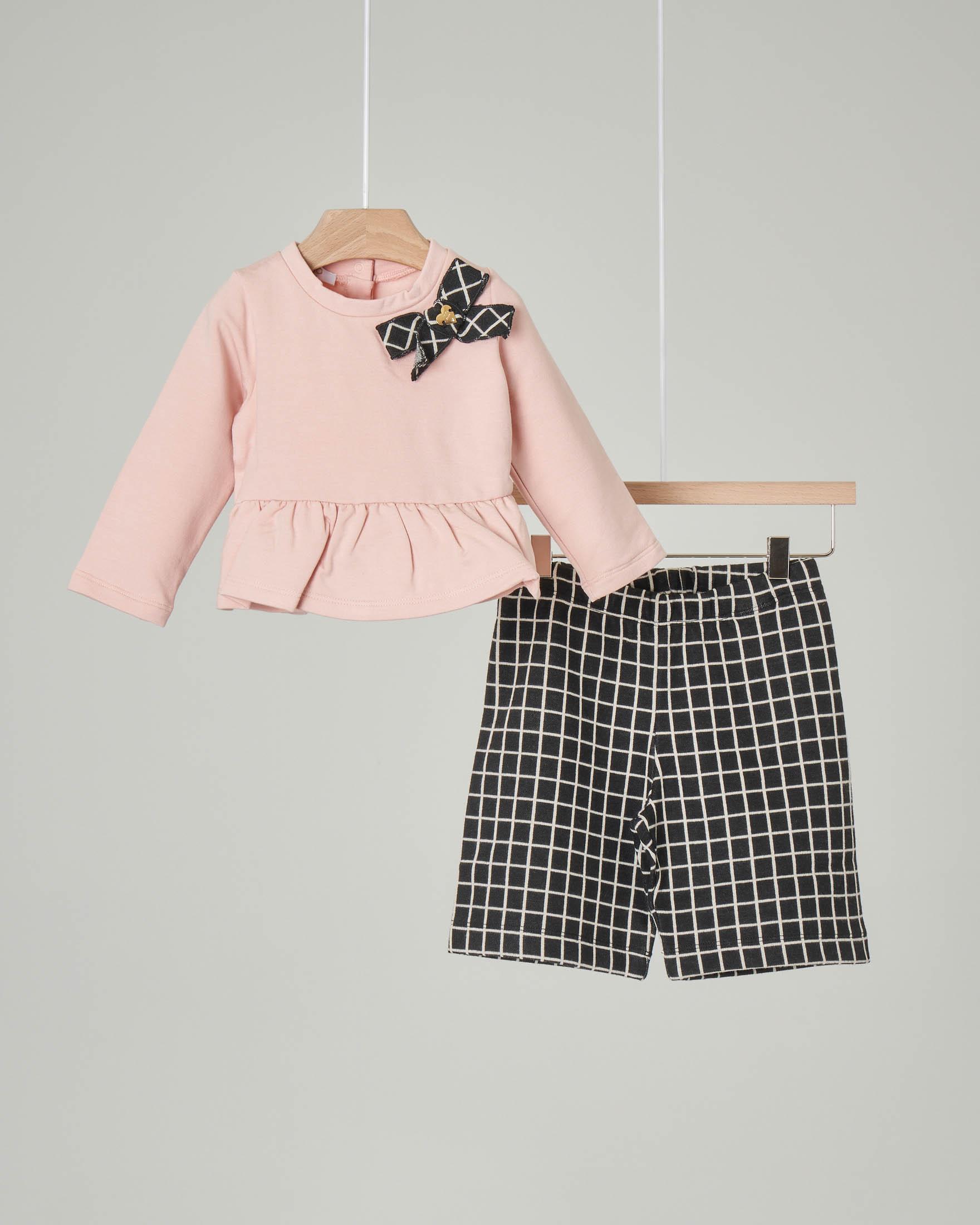 Completo composto da felpa rosa con volant e fiocco e da pantalone nero a quadri 6-18 mesi