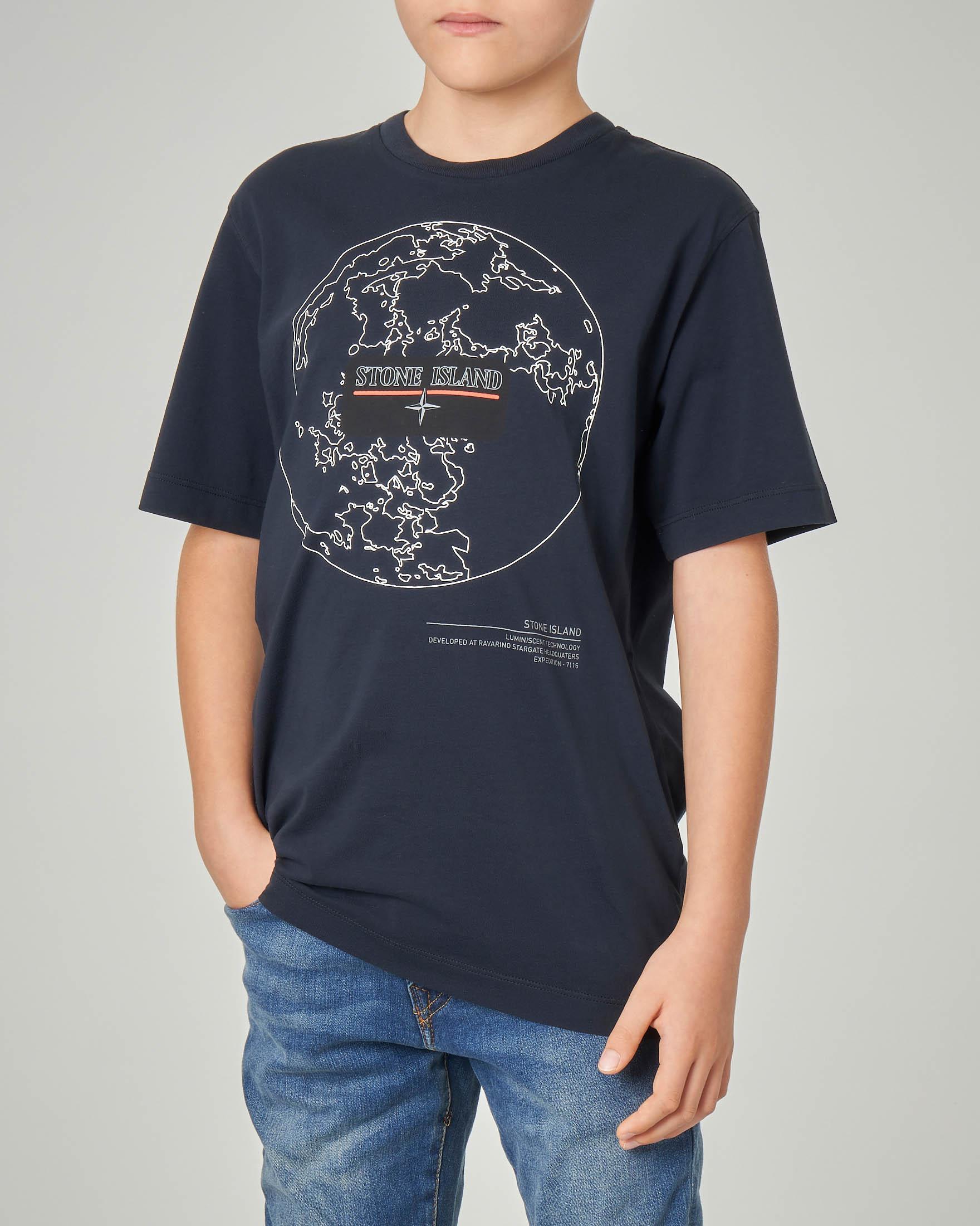 T-shirt blu con stampa mondo e logo 14 anni